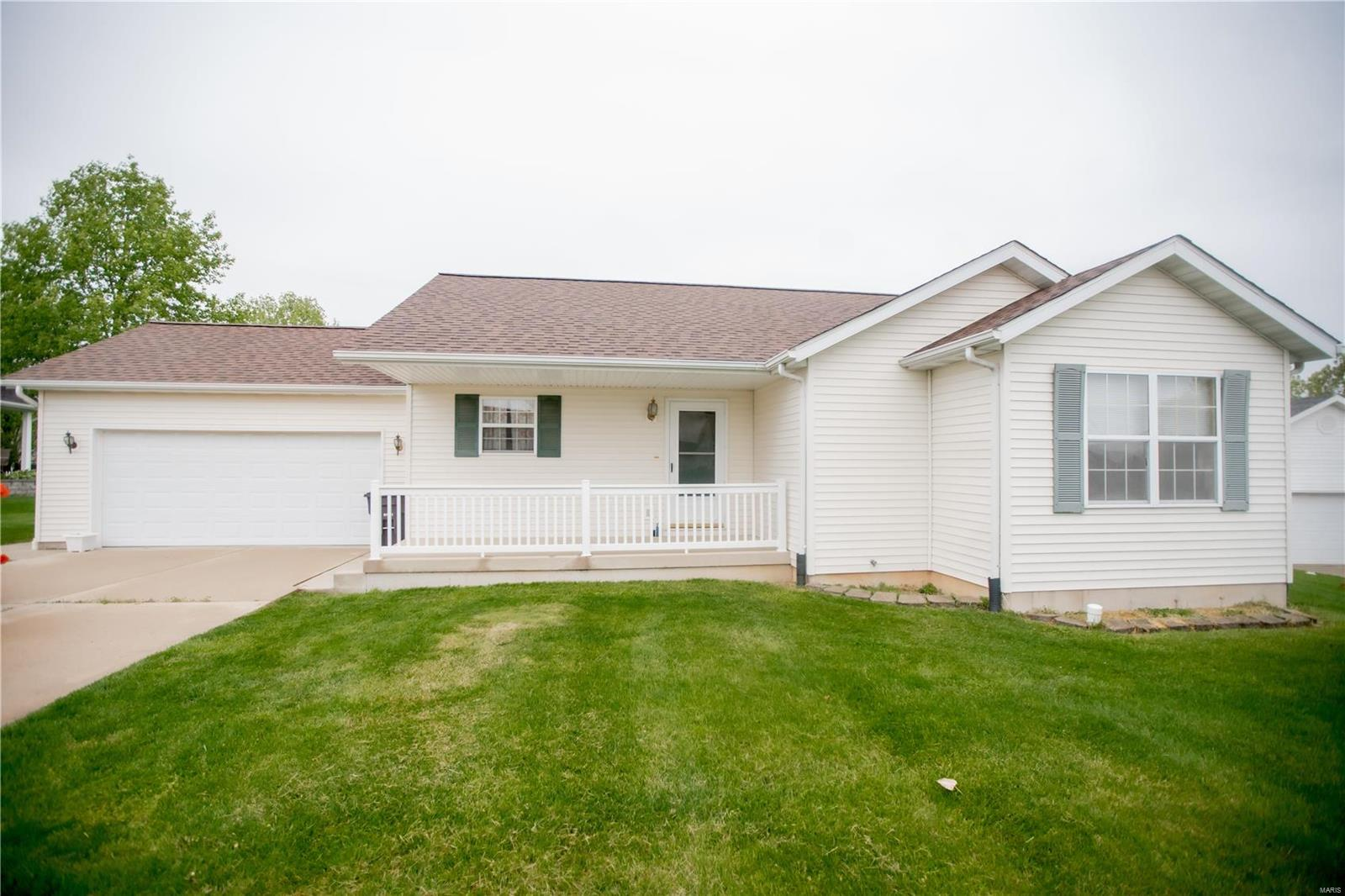 109 E Red Bud Court Property Photo - Valmeyer, IL real estate listing