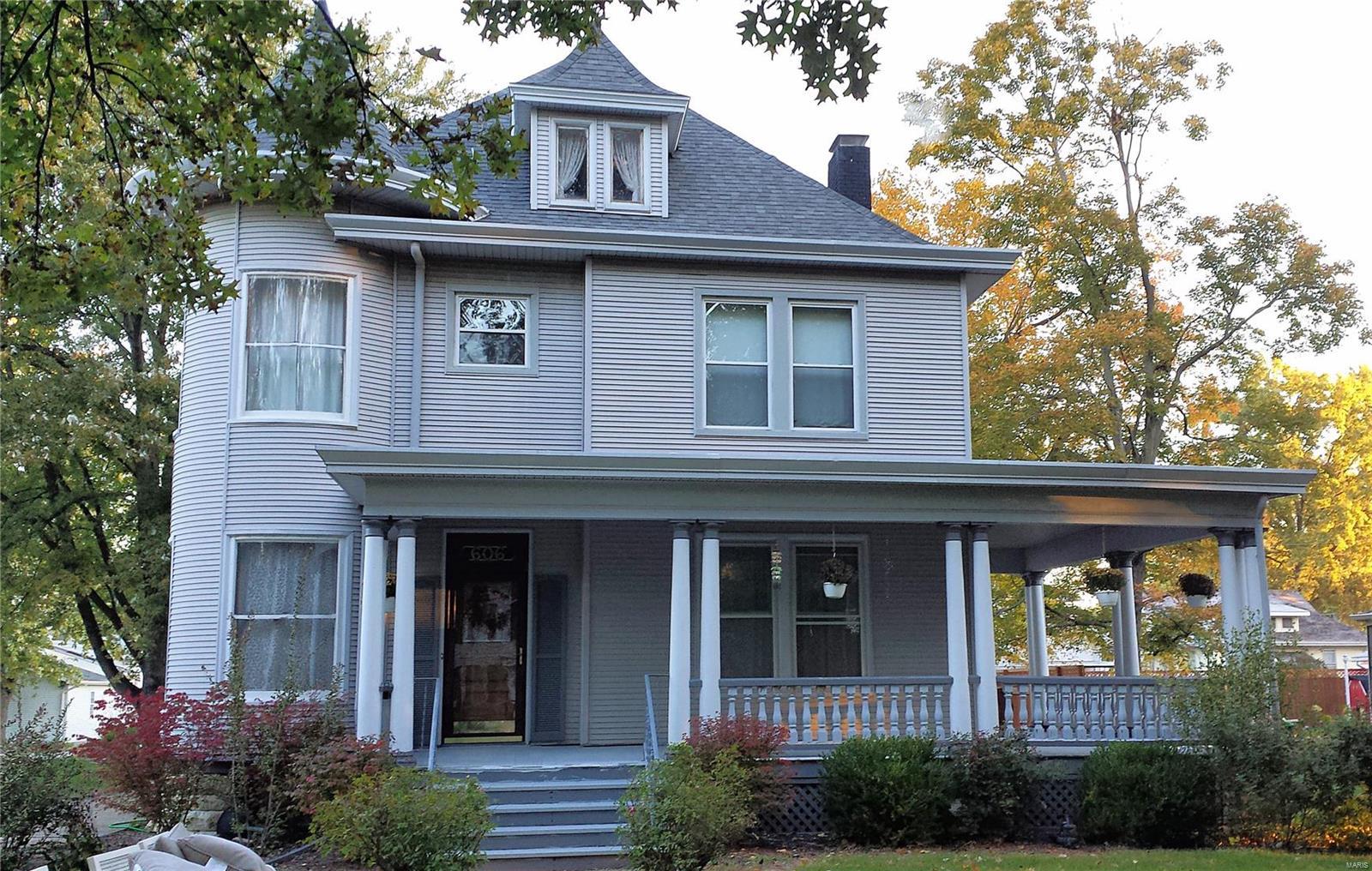 606 E Main Street Property Photo - Carlinville, IL real estate listing