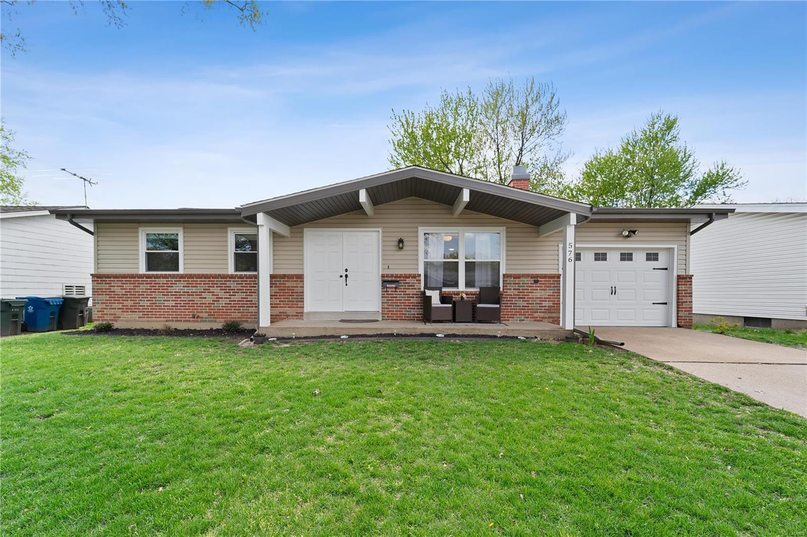 576 Haventree Drive Property Photo - Hazelwood, MO real estate listing
