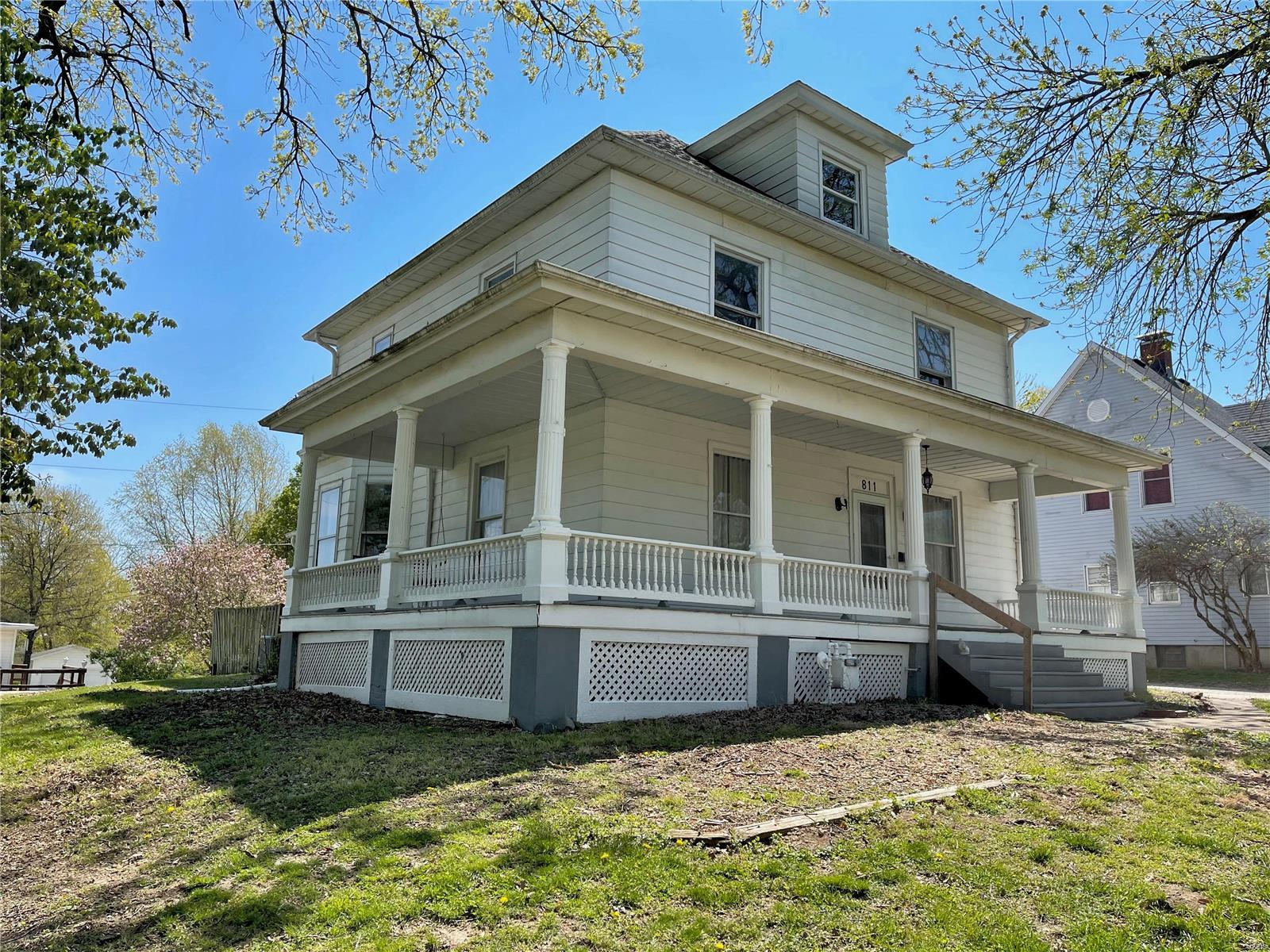 811 Jefferson Street Property Photo - Hillsboro, IL real estate listing