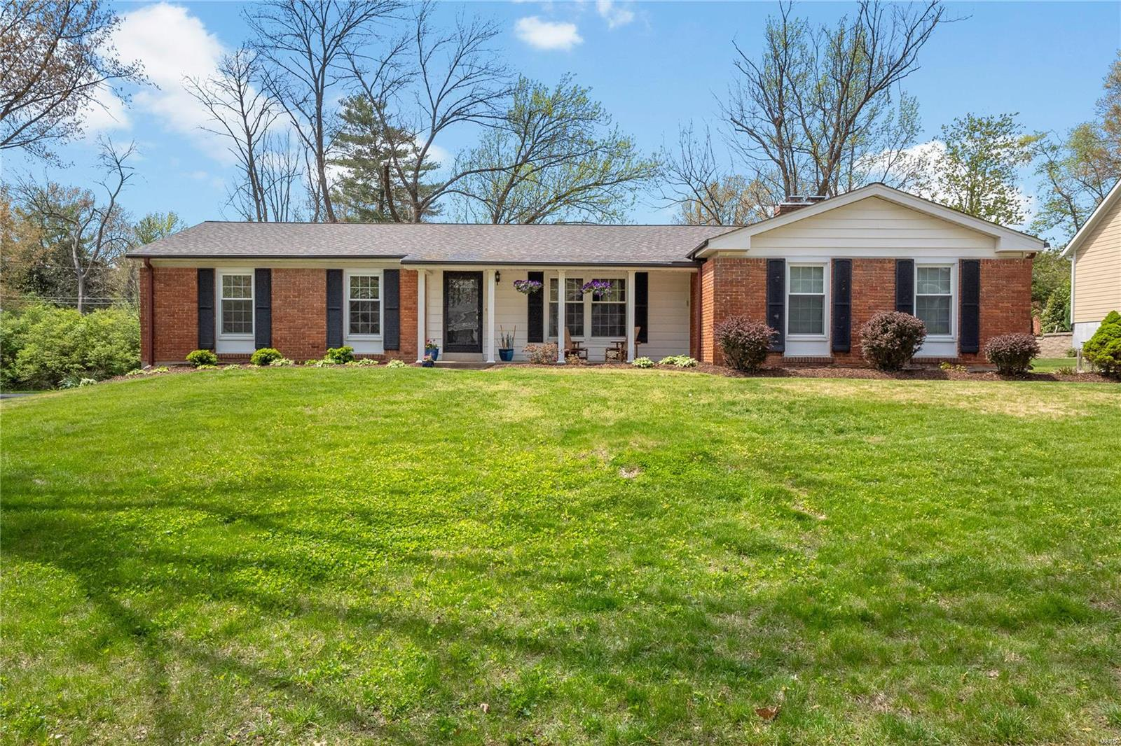 2047 Willow Leaf Drive Property Photo - Des Peres, MO real estate listing