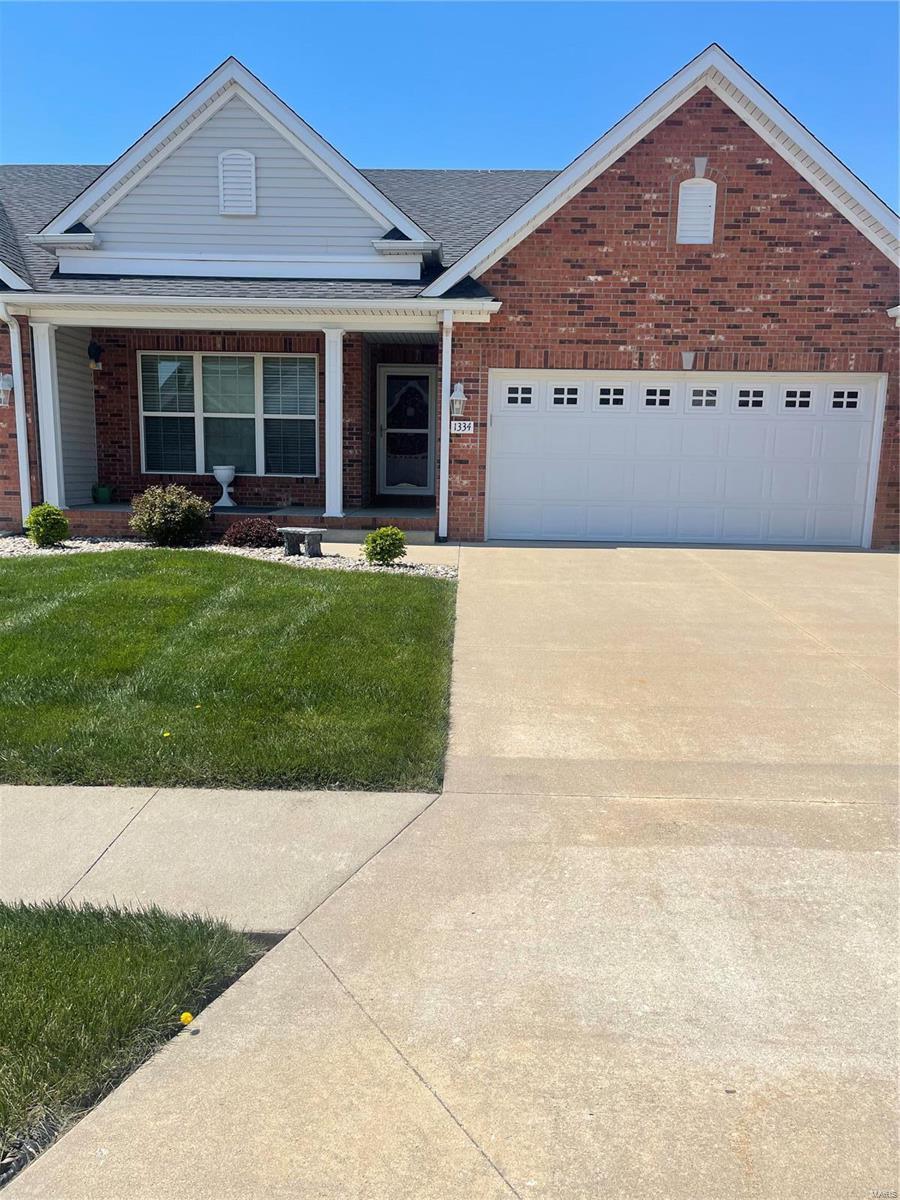 1334 Magnolia Lane Property Photo - Jerseyville, IL real estate listing