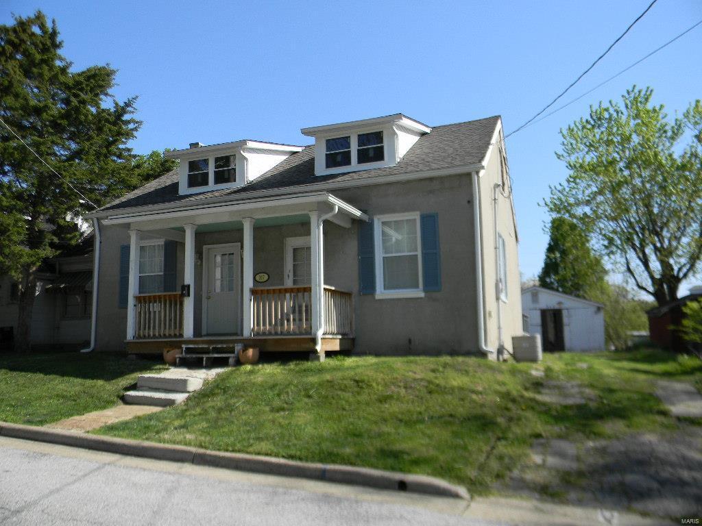 317 E 4th Street Property Photo