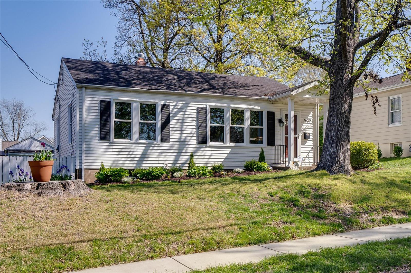 7639 Jerome Avenue Property Photo - Maplewood, MO real estate listing