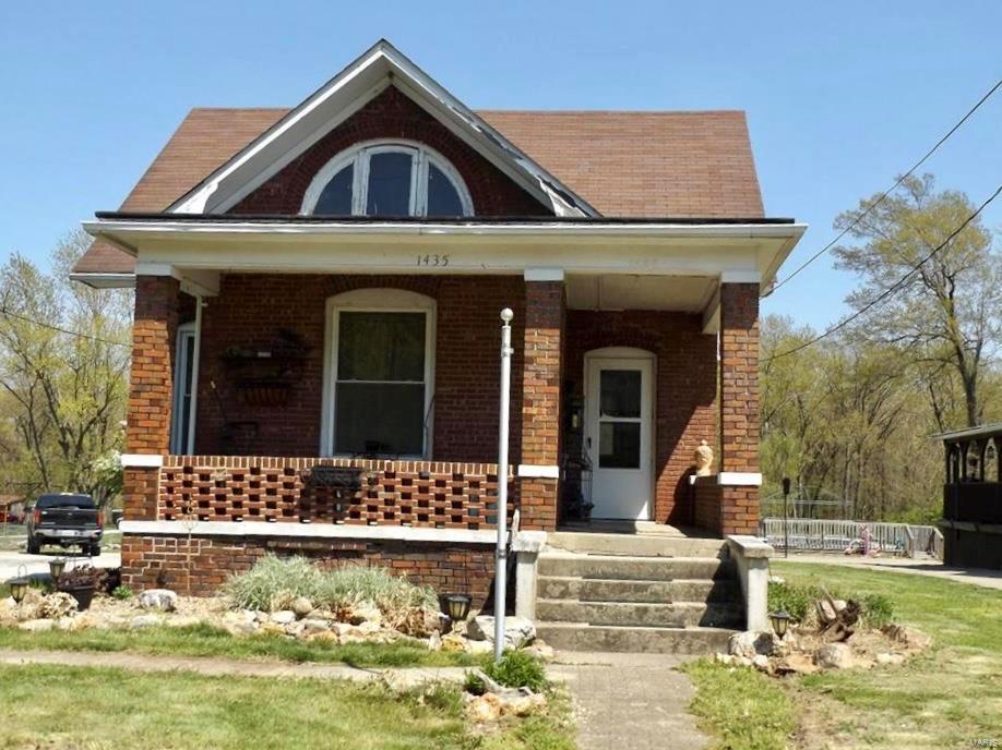 1435 Vandalia Road Property Photo - Hillsboro, IL real estate listing