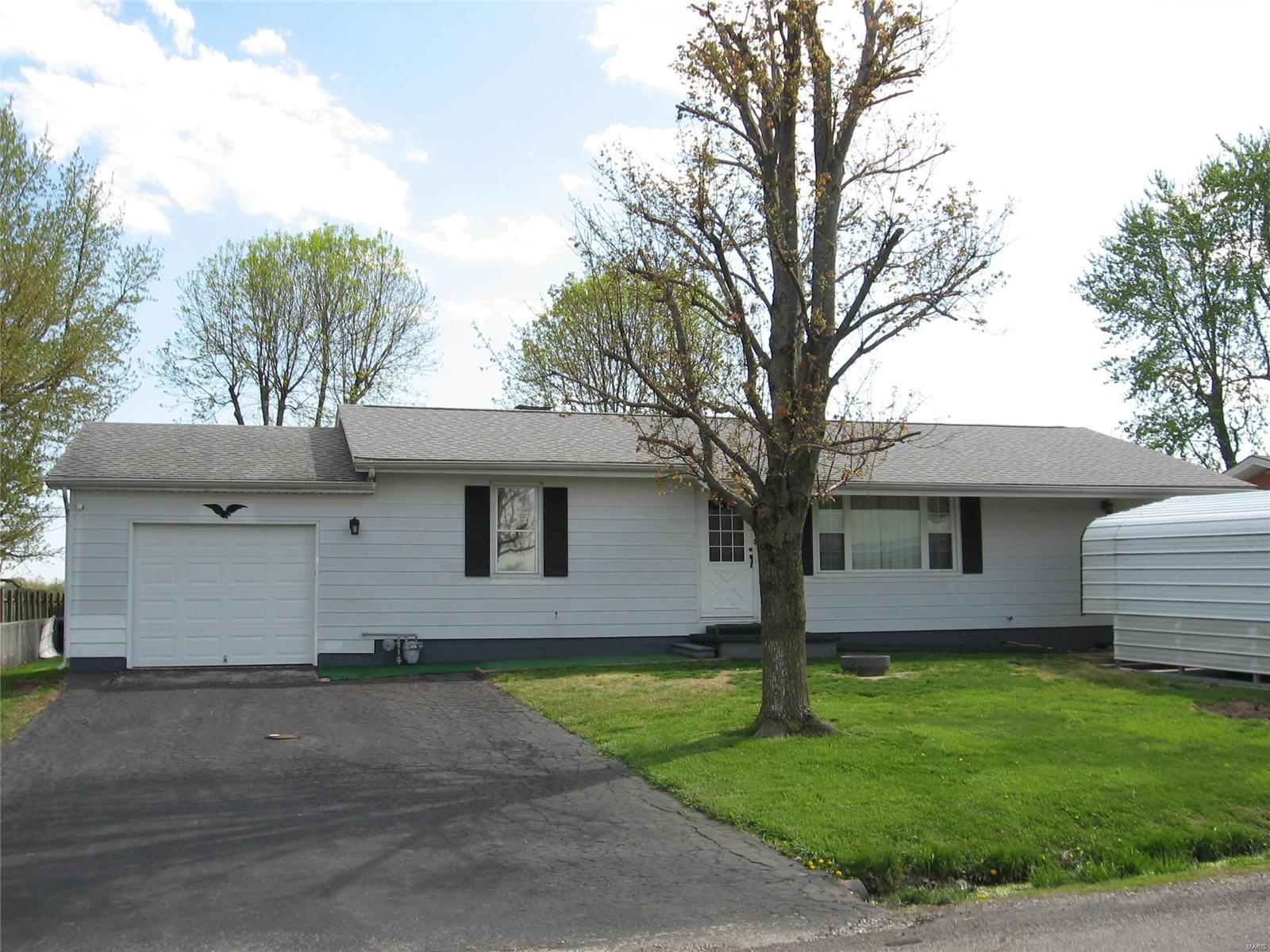 208 W Roosevelt Property Photo - Moro, IL real estate listing