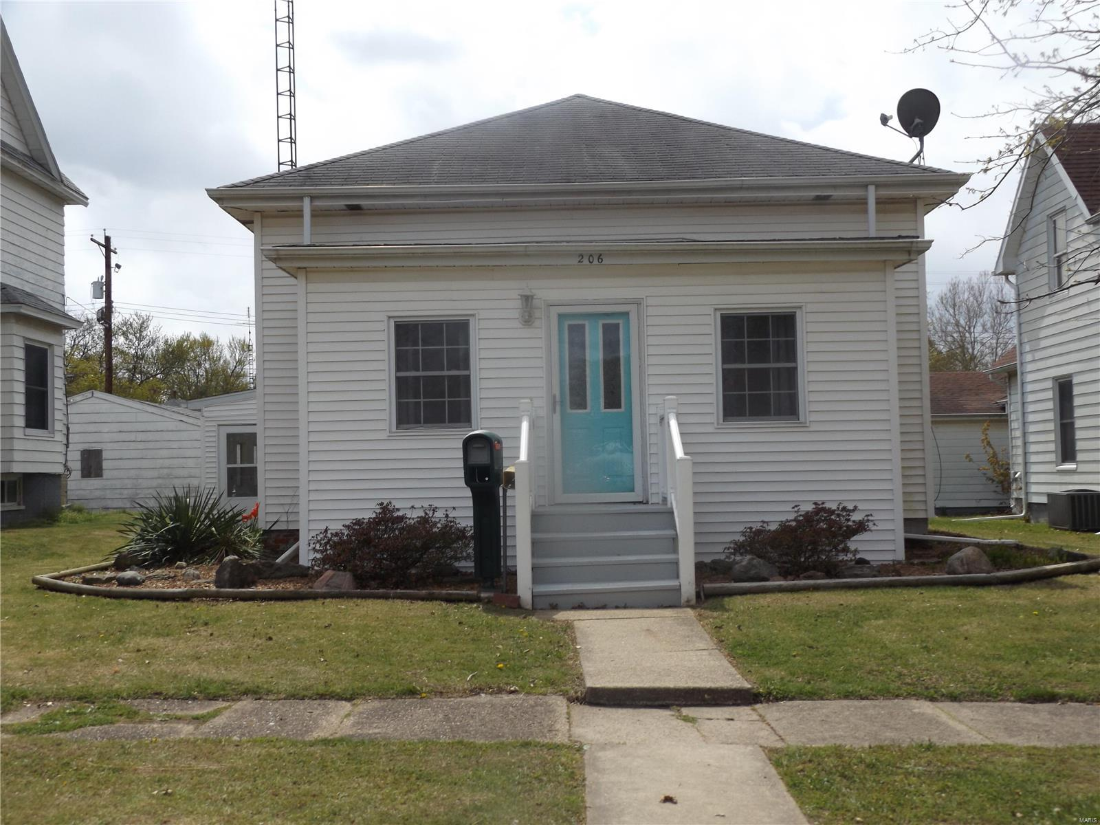 206 S Cedar Street Property Photo - Nokomis, IL real estate listing