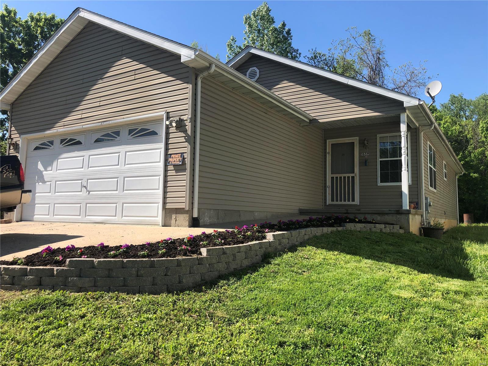 1659 Missouri Avenue Property Photo - Pacific, MO real estate listing