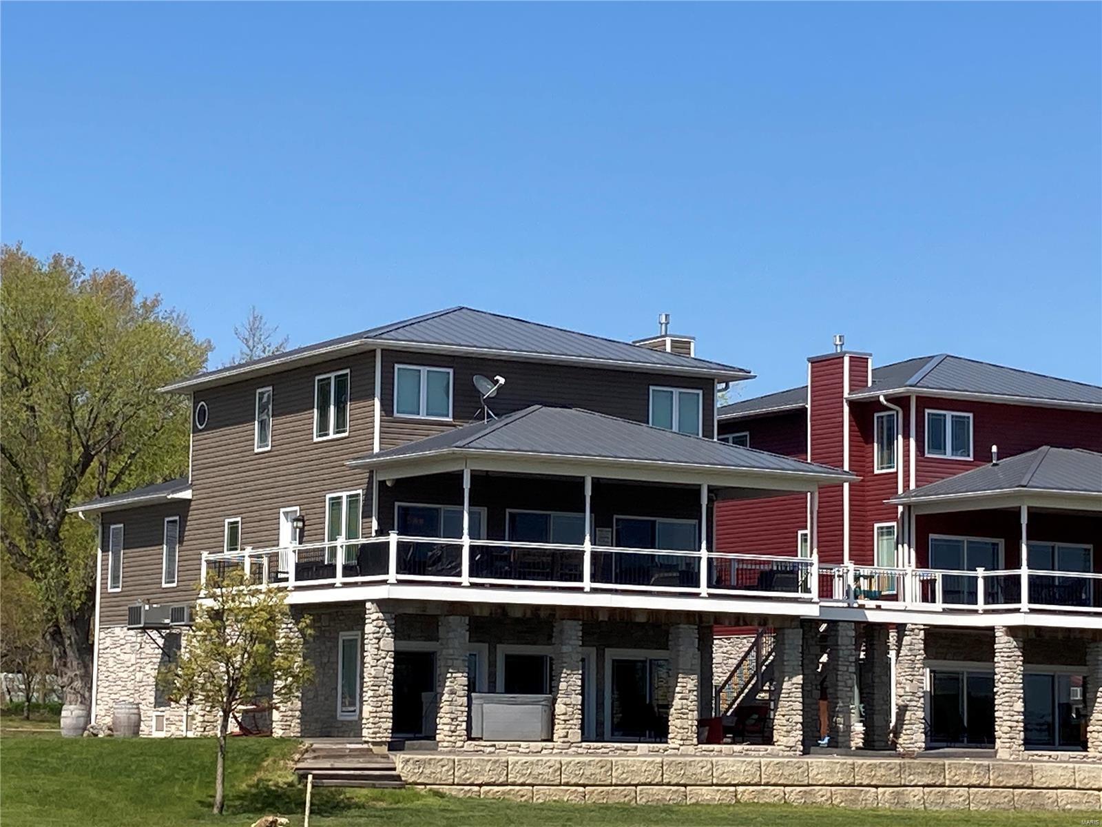 112 W Water Street Property Photo - Grafton, IL real estate listing