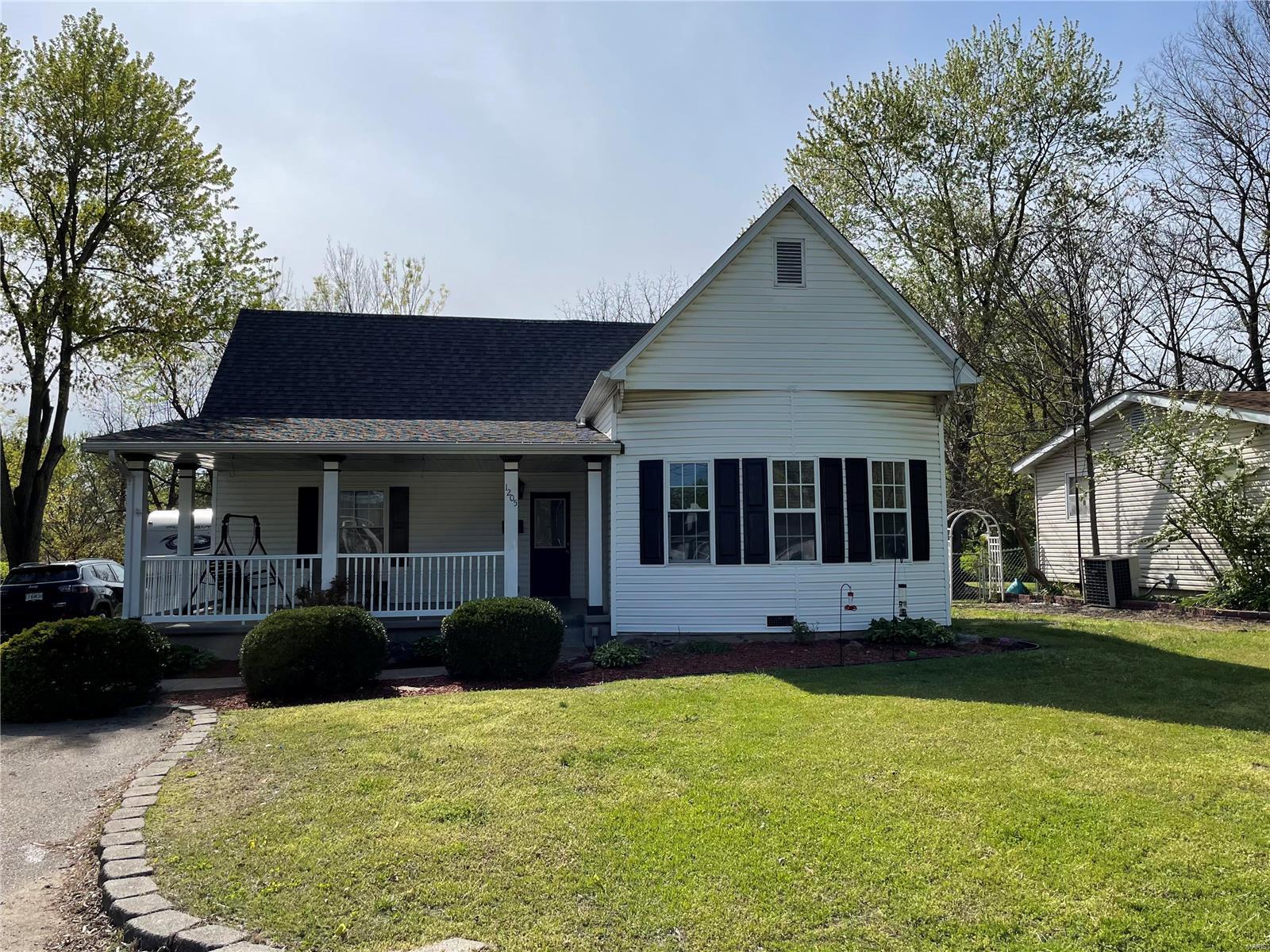 1205 N Washington Street Property Photo