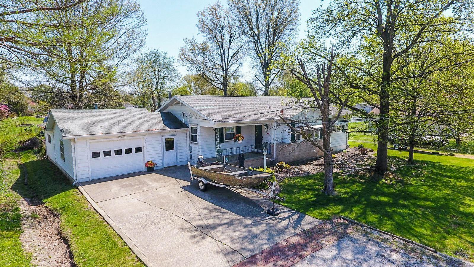 620 N Maple Street Property Photo - Staunton, IL real estate listing