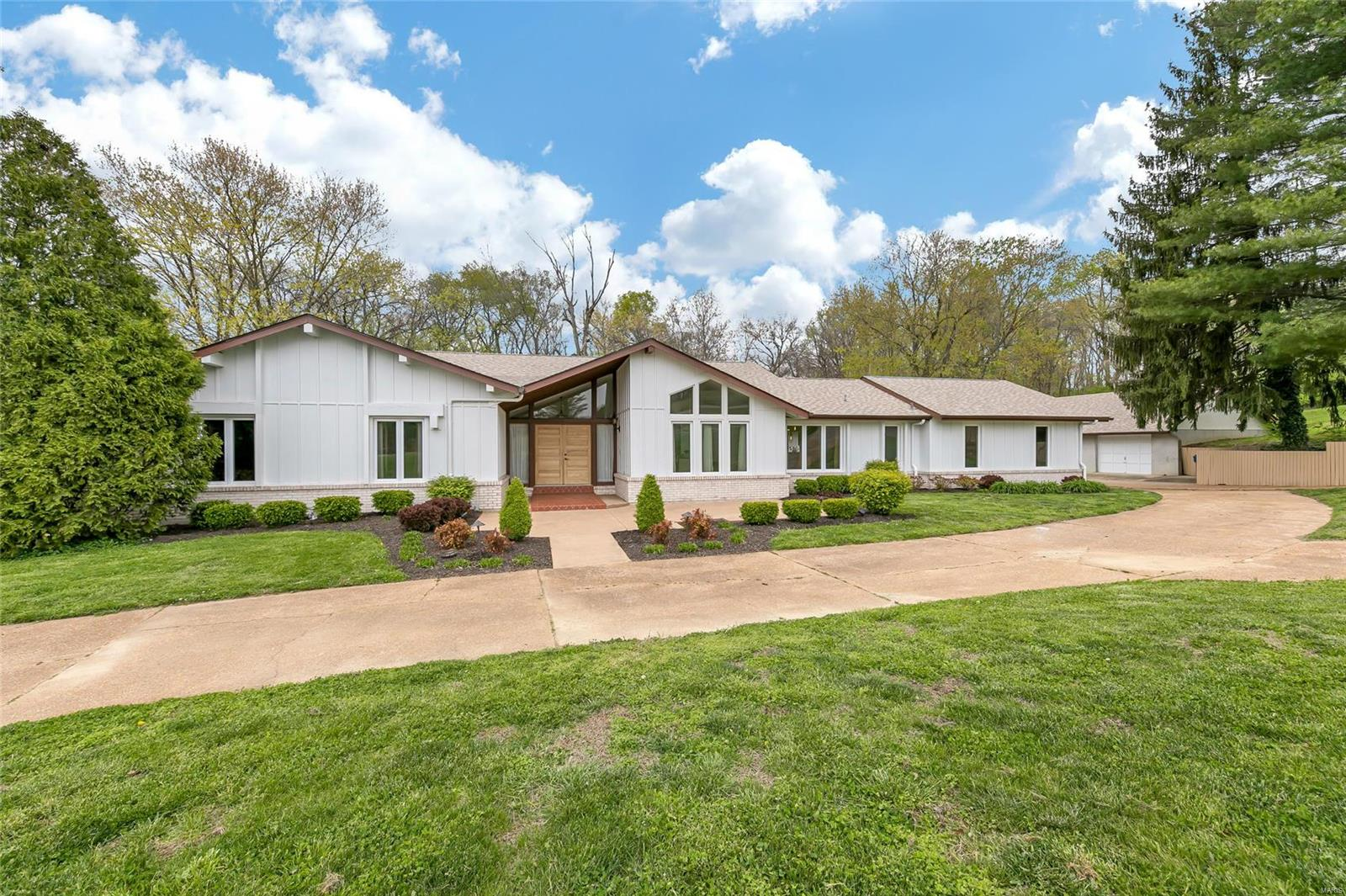 355 Afshari Property Photo - Florissant, MO real estate listing