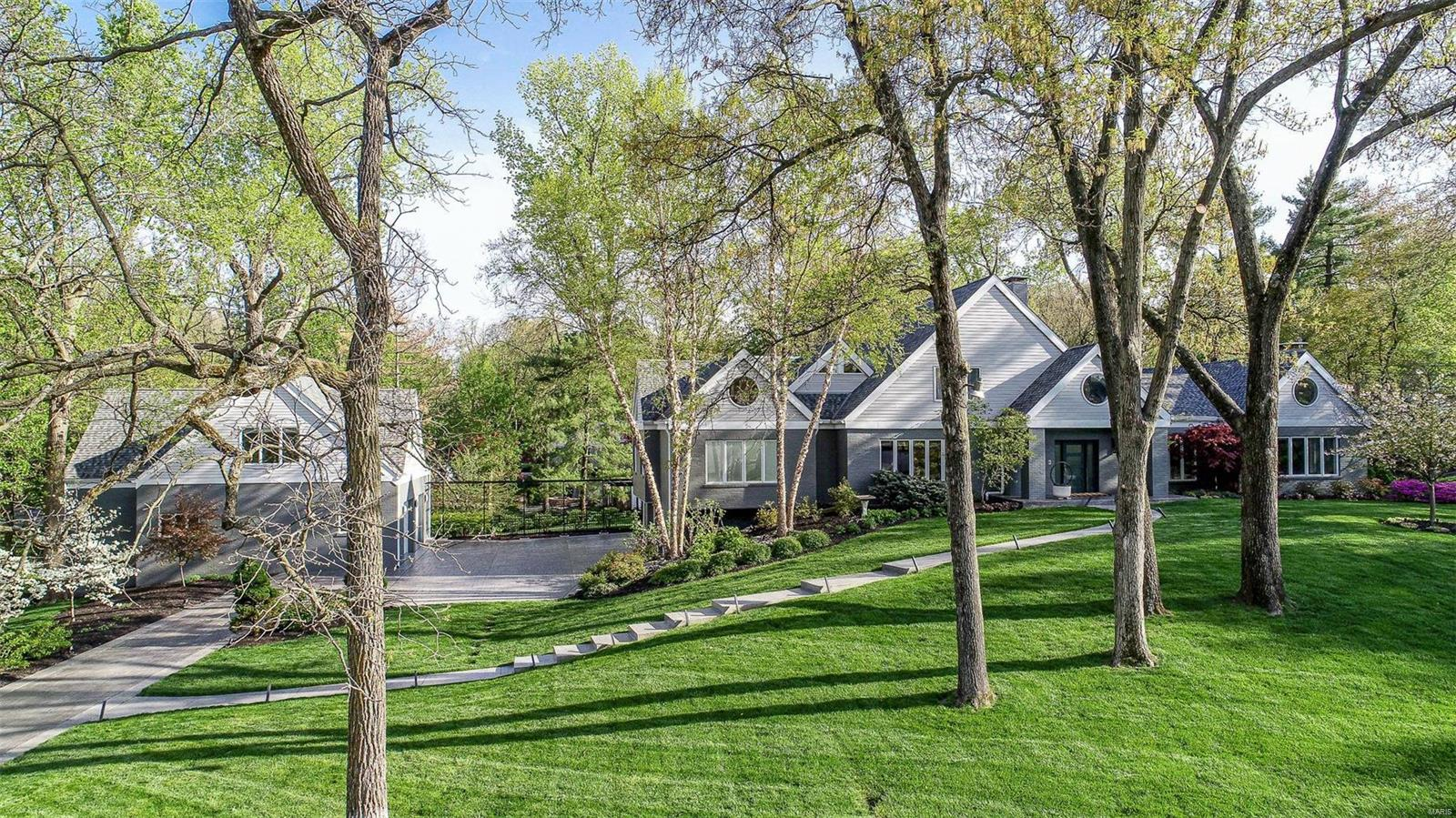2 Lindworth Drive Property Photo - Ladue, MO real estate listing