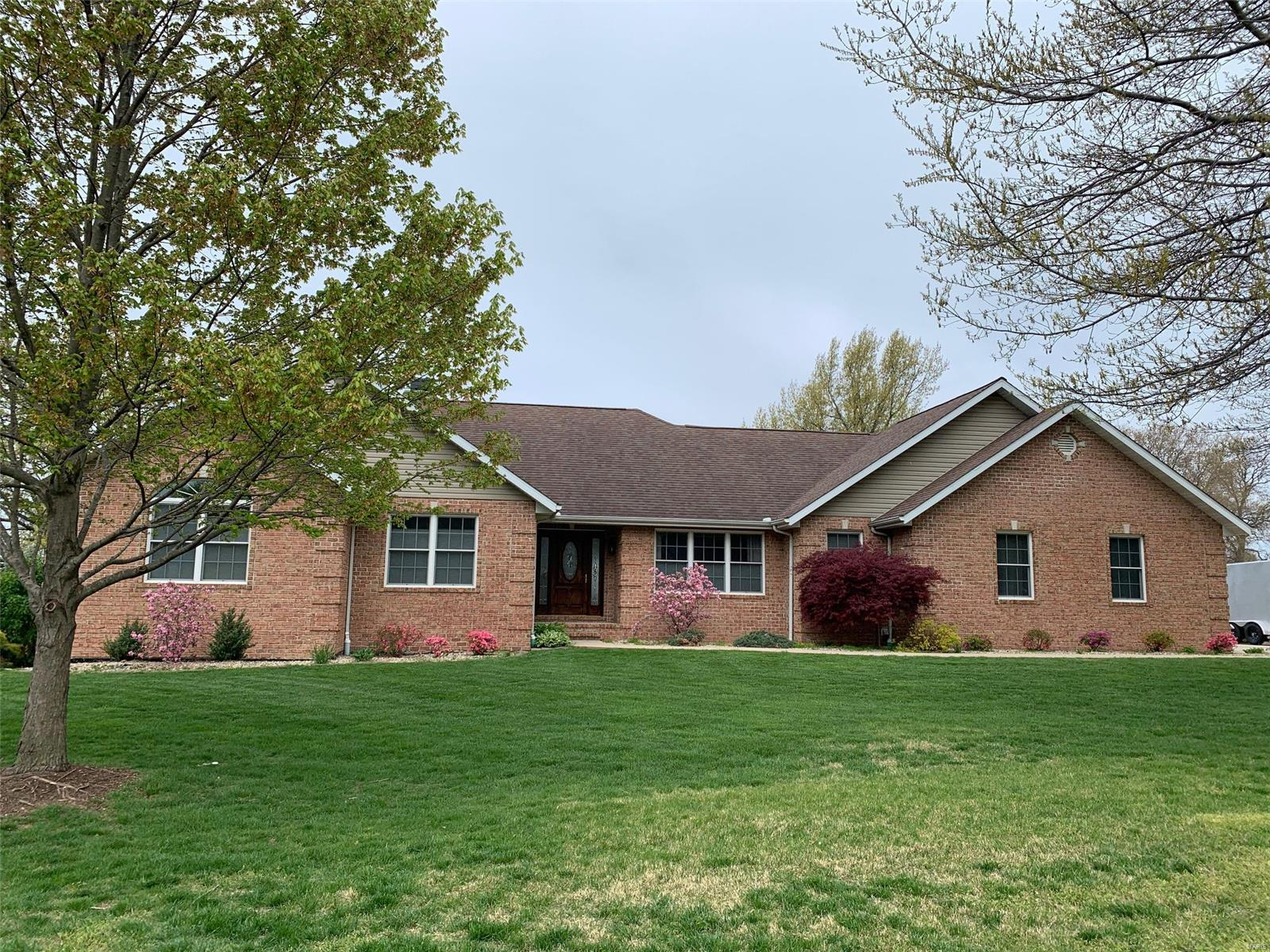 951 Fairway Property Photo - Greenville, IL real estate listing
