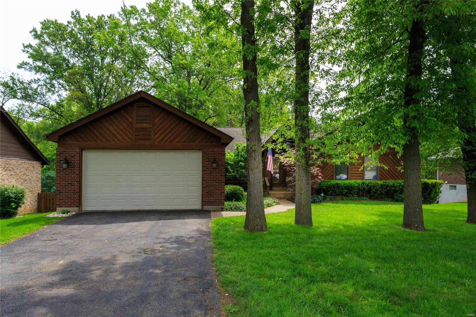 2720 Edgeworth Avenue Property Photo - Maryland Heights, MO real estate listing