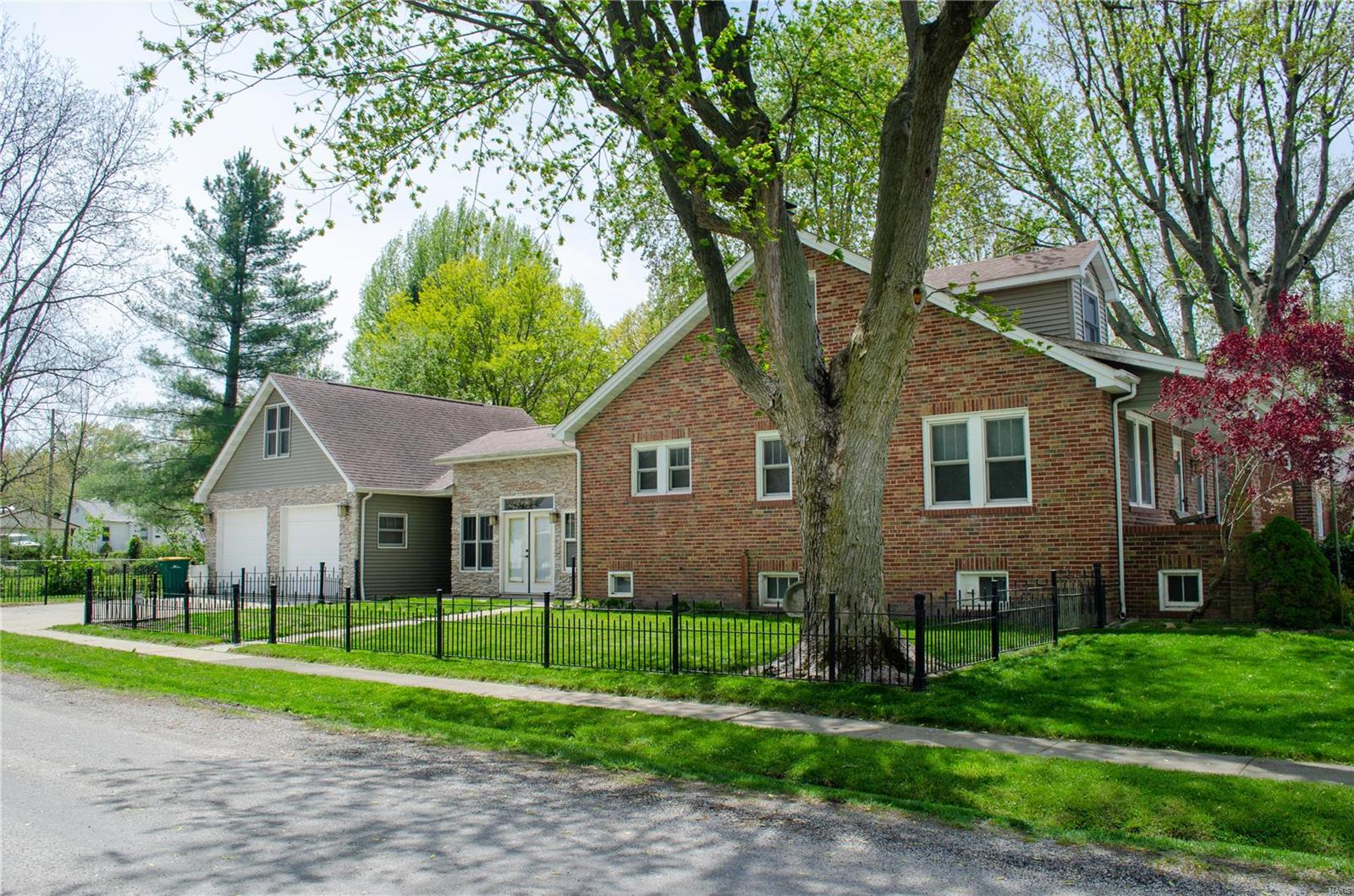 504 W Laurel Street Property Photo - Millstadt, IL real estate listing