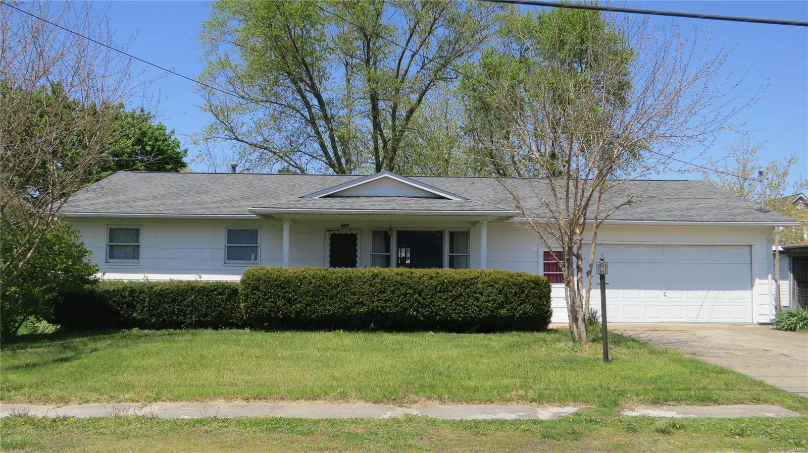 415 W Henry Street Property Photo - Staunton, IL real estate listing