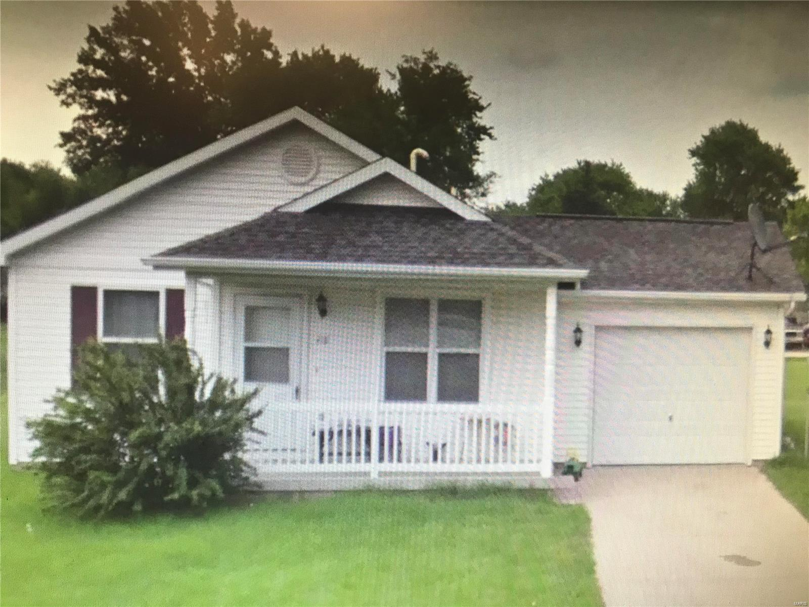 418 Clay Property Photo - Pana, IL real estate listing