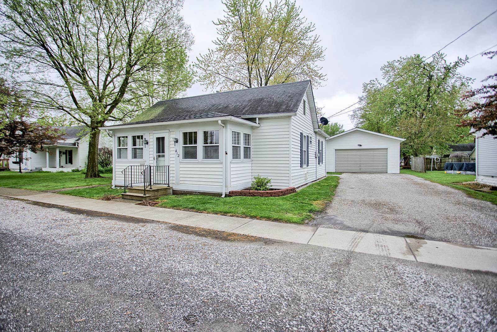 412 E 2nd Street Property Photo - Staunton, IL real estate listing