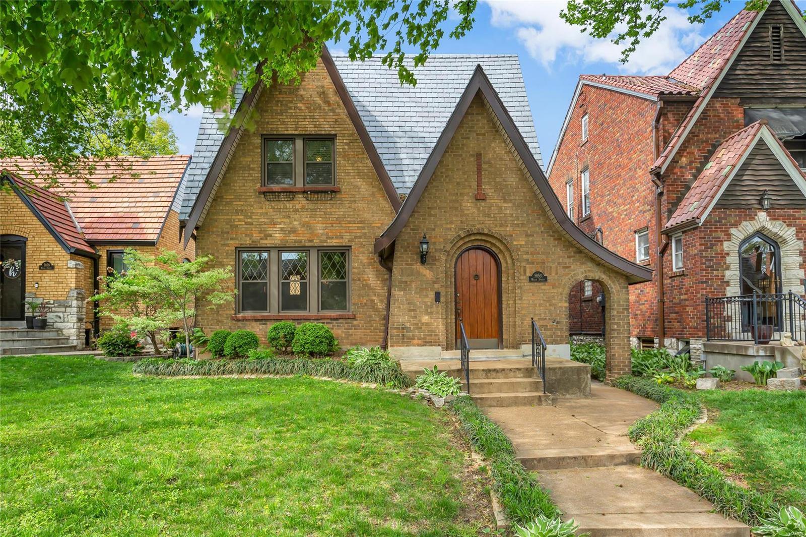 5853 Walsh Street Property Photo