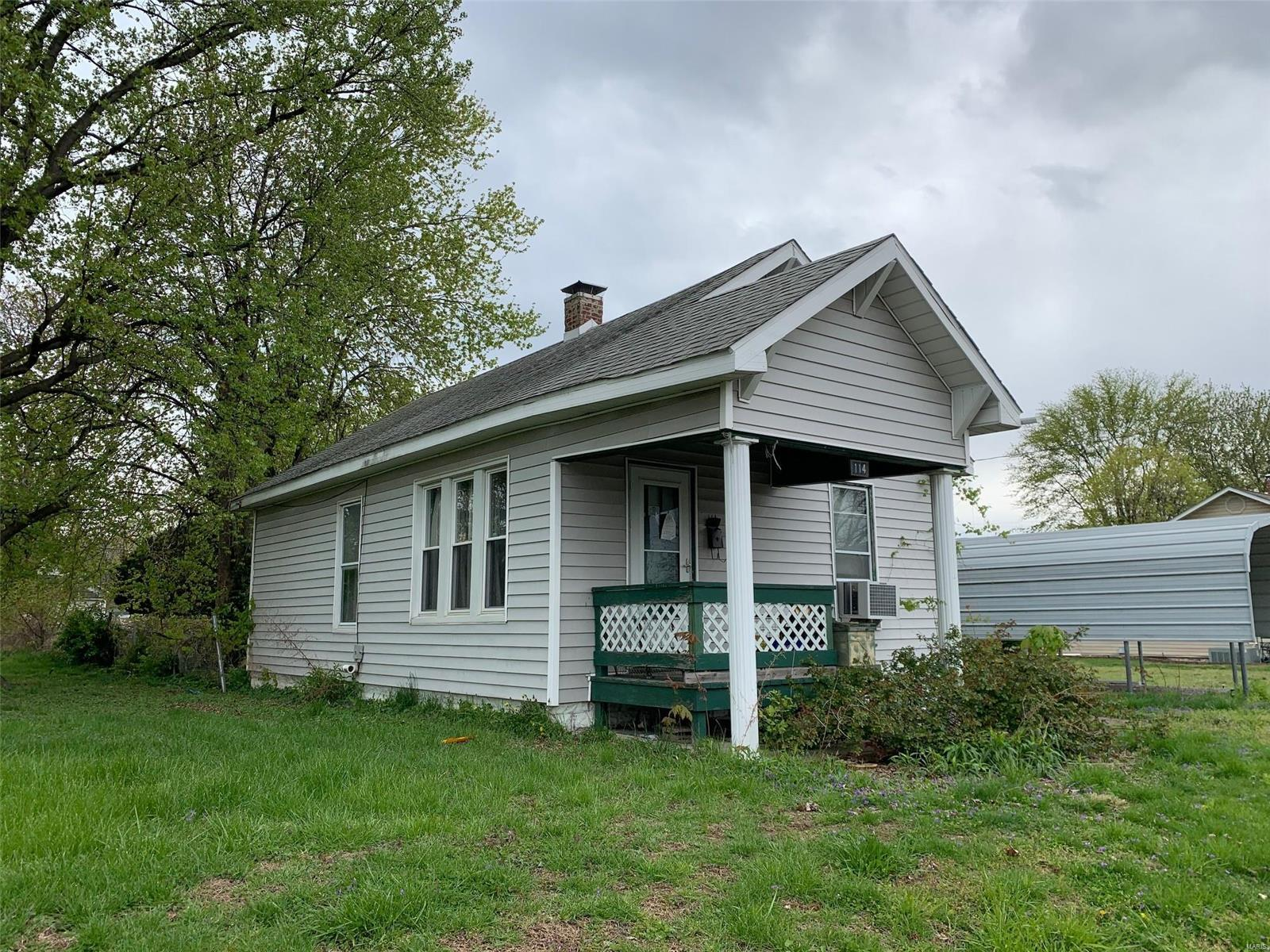 114 W Watkins Street Property Photo - Hartford, IL real estate listing