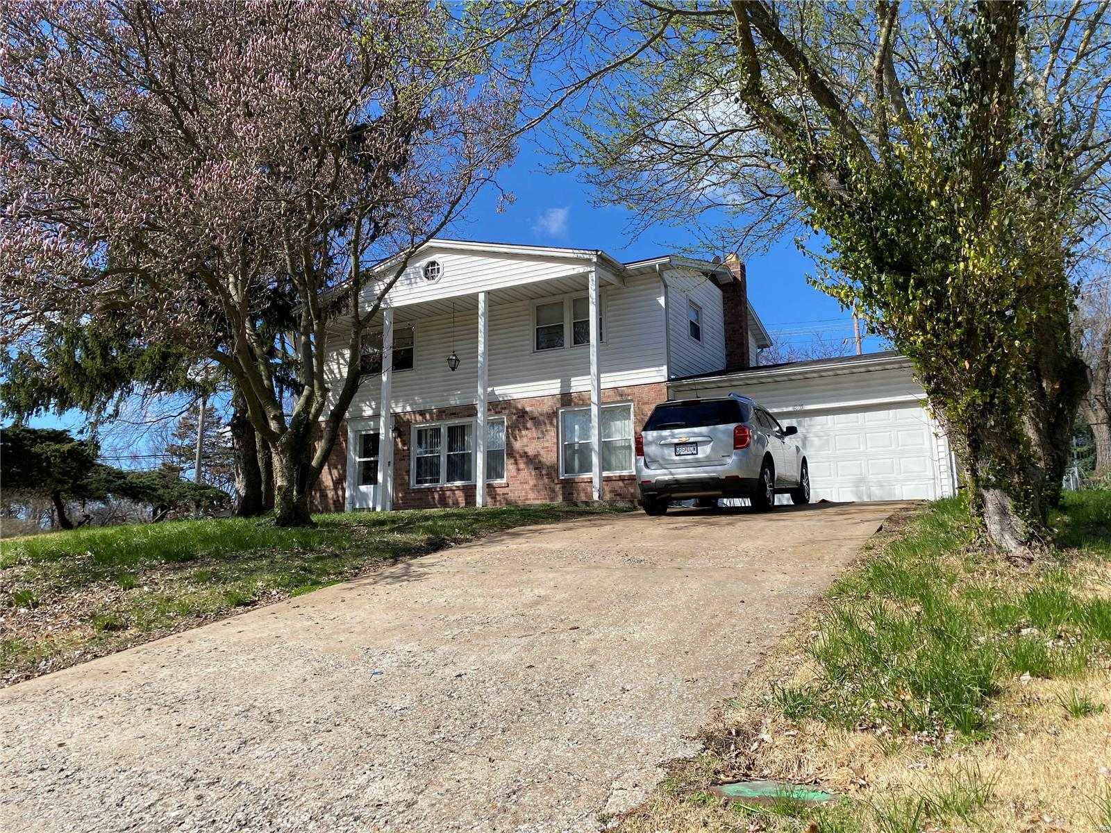 4805 Evelynaire Drive Property Photo - Black Jack, MO real estate listing
