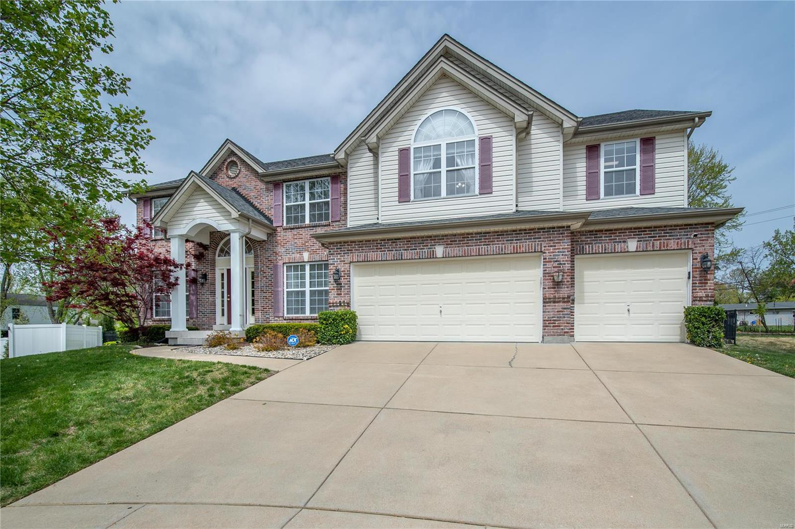 313 Covenant Place Court Property Photo - Ballwin, MO real estate listing