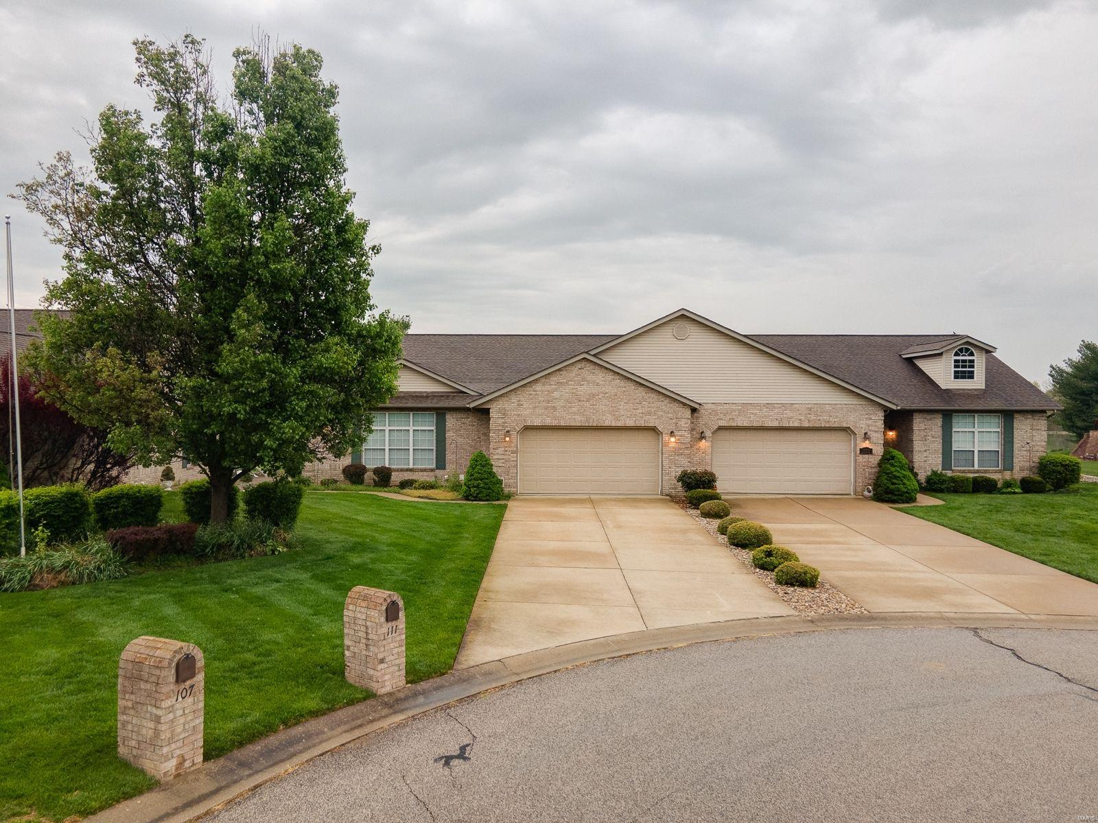 111 Lake Hickory Circle Property Photo - Belleville, IL real estate listing