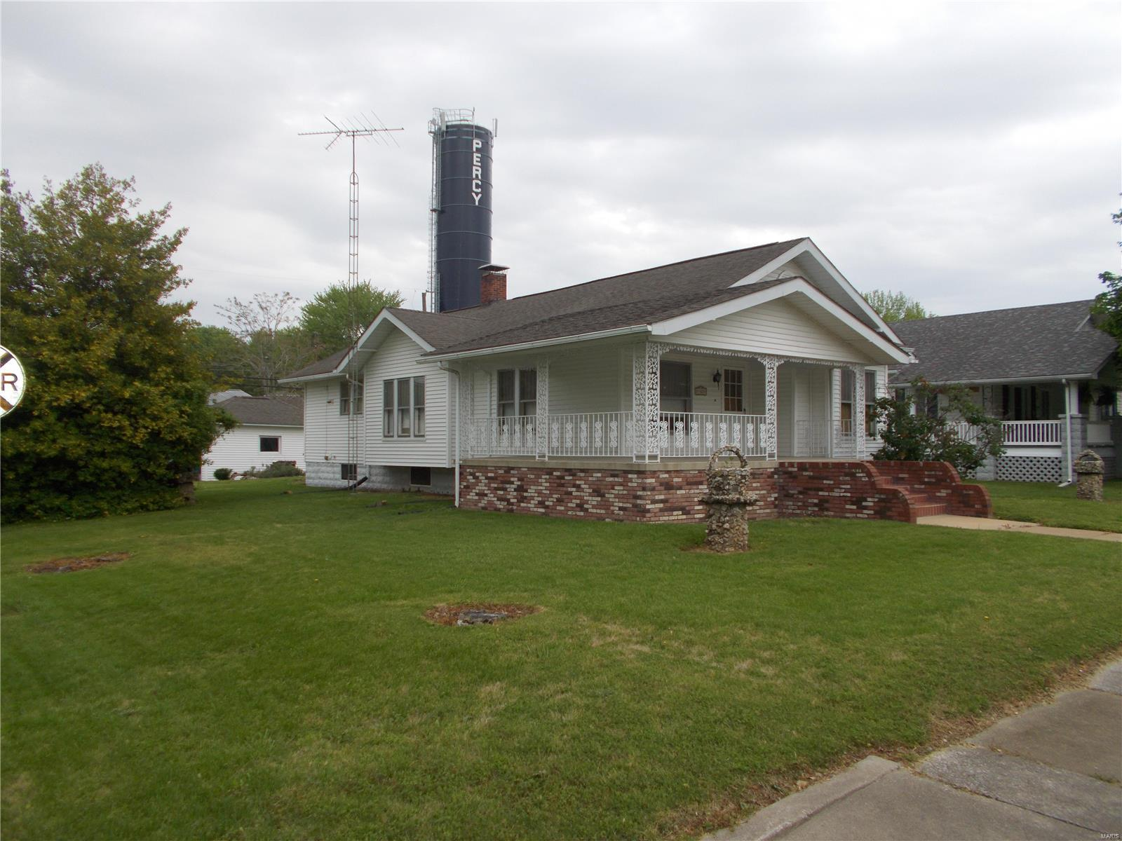 402 E Pine Property Photo - Percy, IL real estate listing