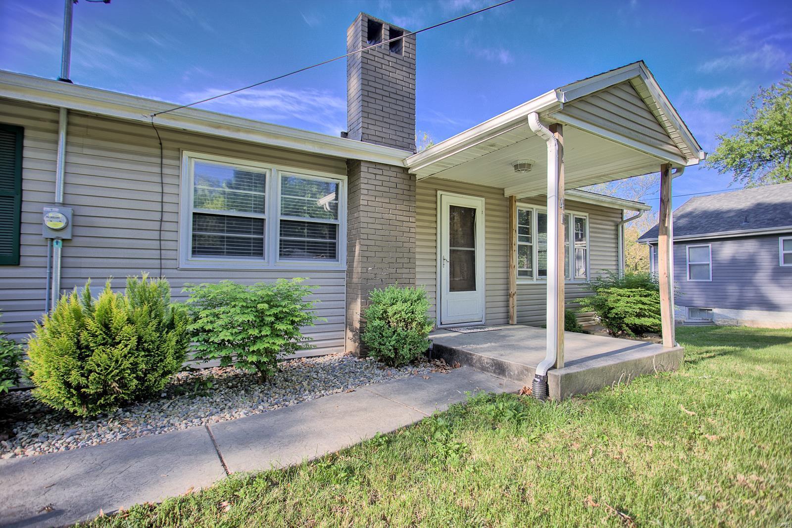 41 Edgewood Lane Property Photo - Caseyville, IL real estate listing