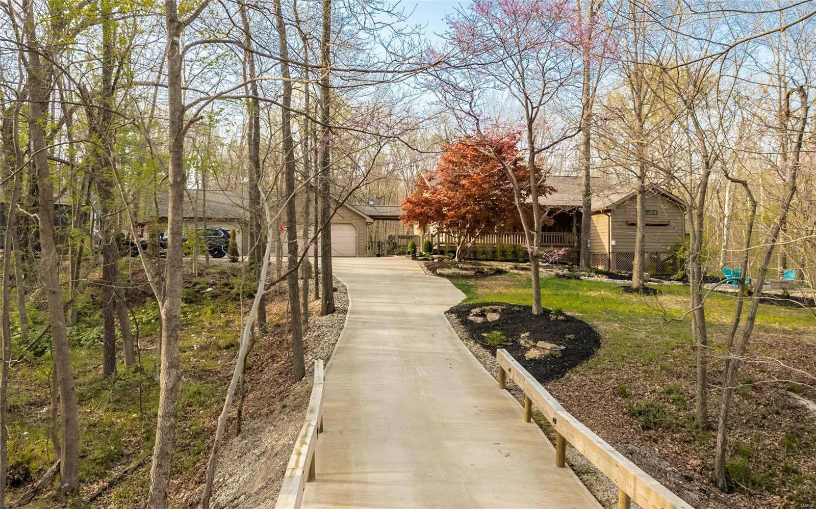 18233 Prickly Pear Court Property Photo - Pacific, MO real estate listing
