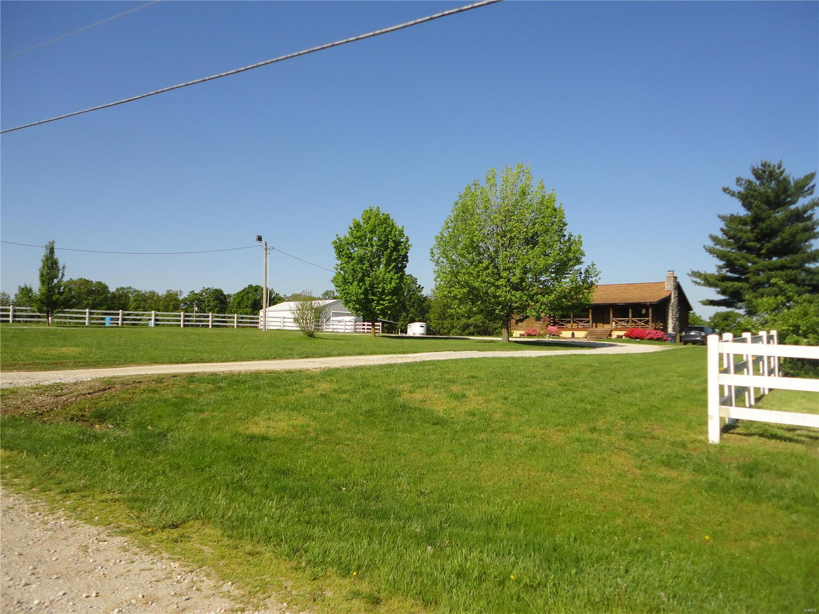 5383 Summerset Drive Property Photo - De Soto, MO real estate listing