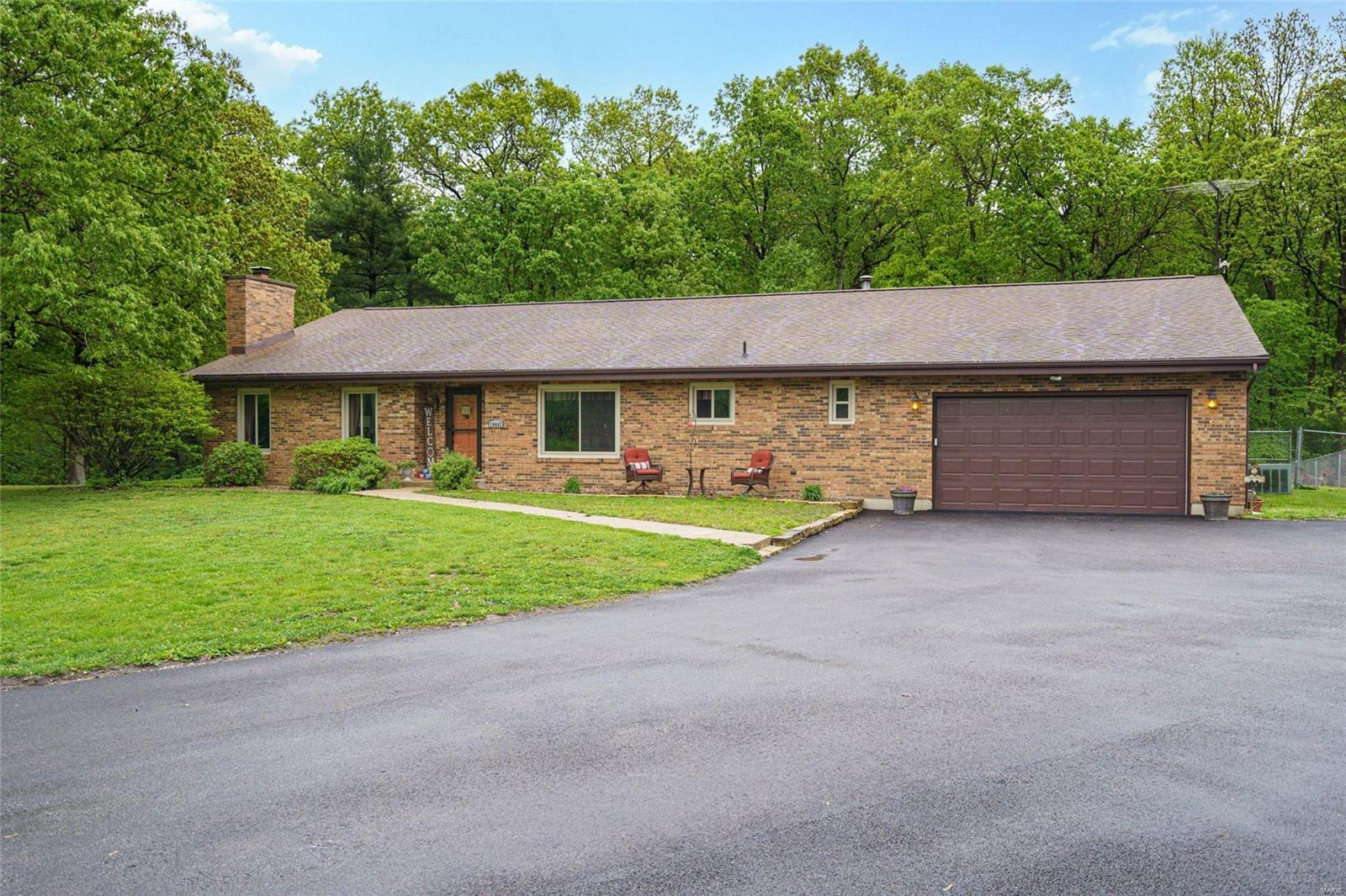 20443 Tall Timber Property Photo - Staunton, IL real estate listing