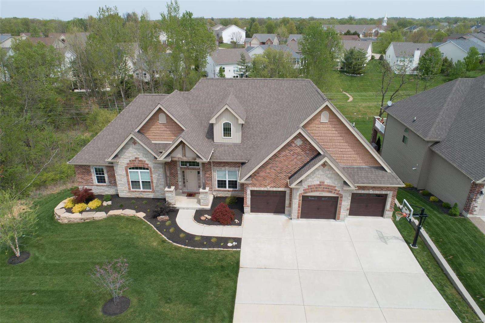206 Rue De Vin Property Photo - Lake St Louis, MO real estate listing