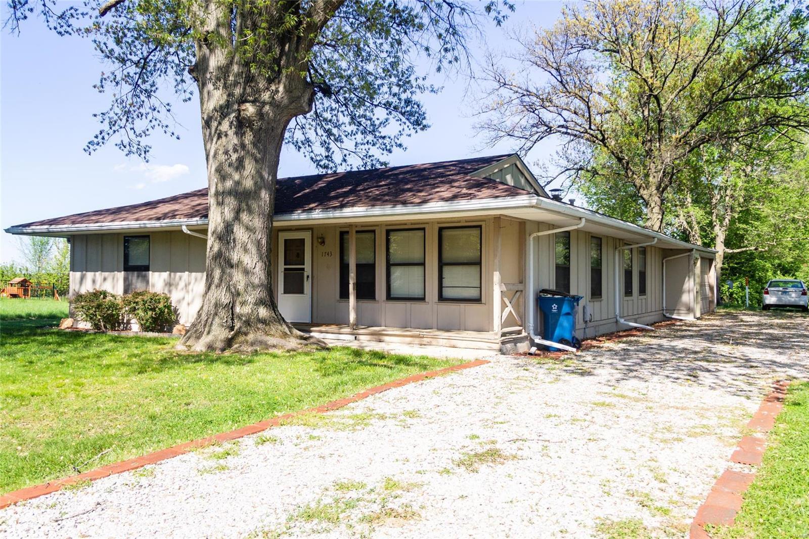 1743 Fountainbleu Drive Property Photo - Worden, IL real estate listing