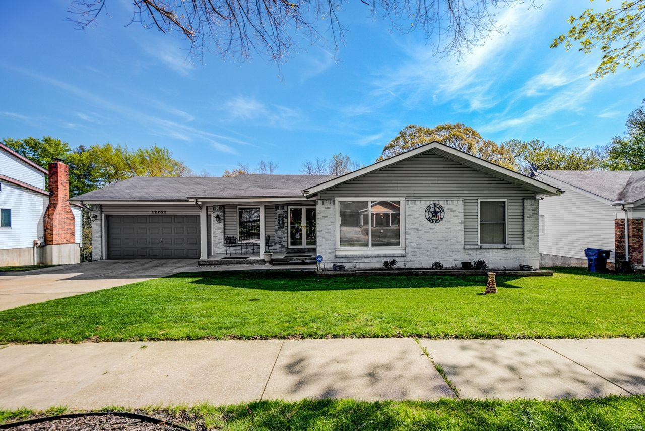12732 Coachlight Square Drive Property Photo - Florissant, MO real estate listing