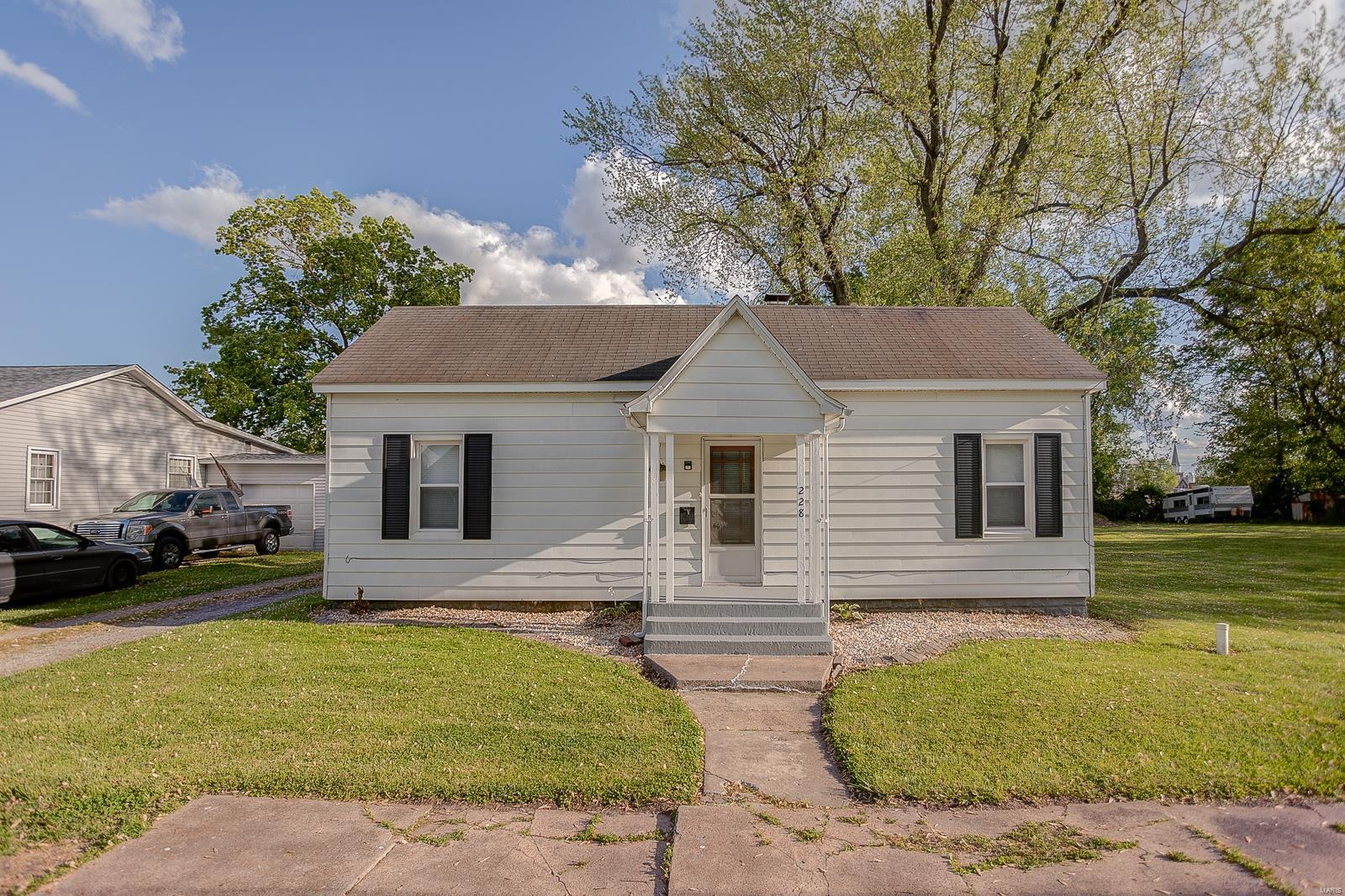 228 E North Street Property Photo - Staunton, IL real estate listing