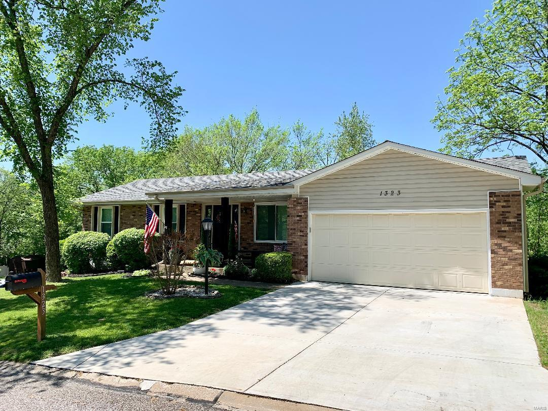 1323 Primrose Drive Property Photo - Arnold, MO real estate listing