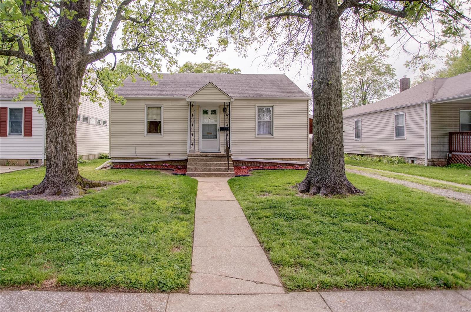 222 Doerr Street Property Photo - Roxana, IL real estate listing