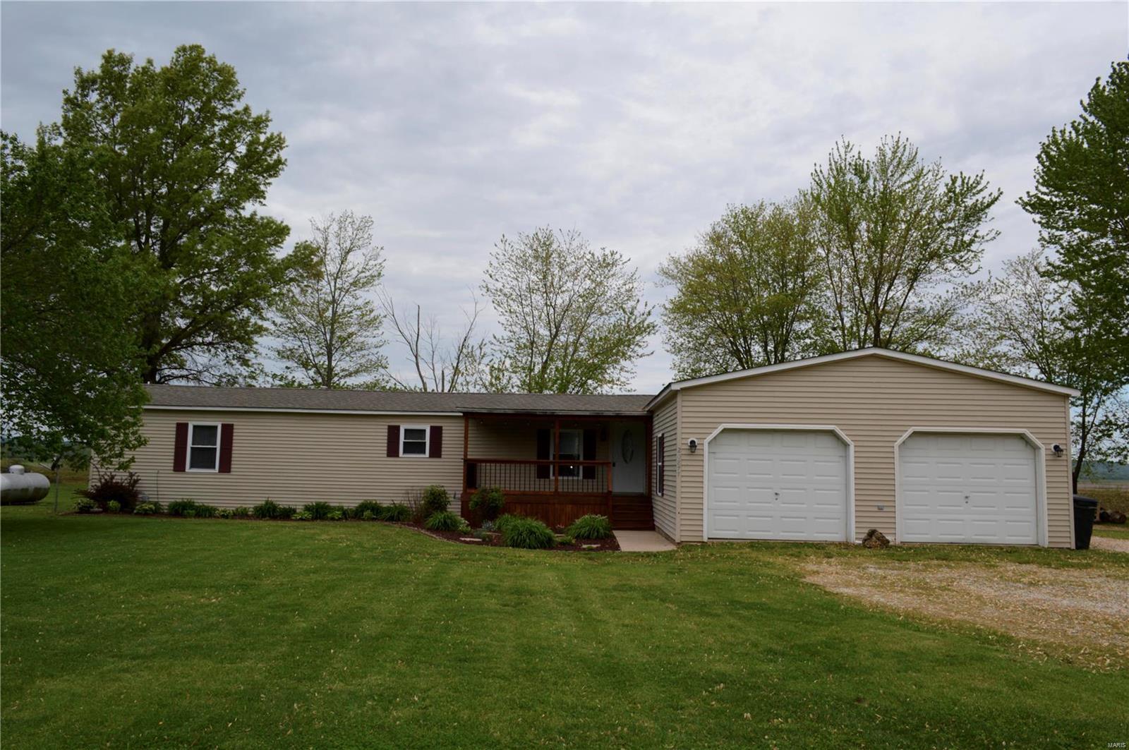 20877 Maple Street Property Photo - Fieldon, IL real estate listing