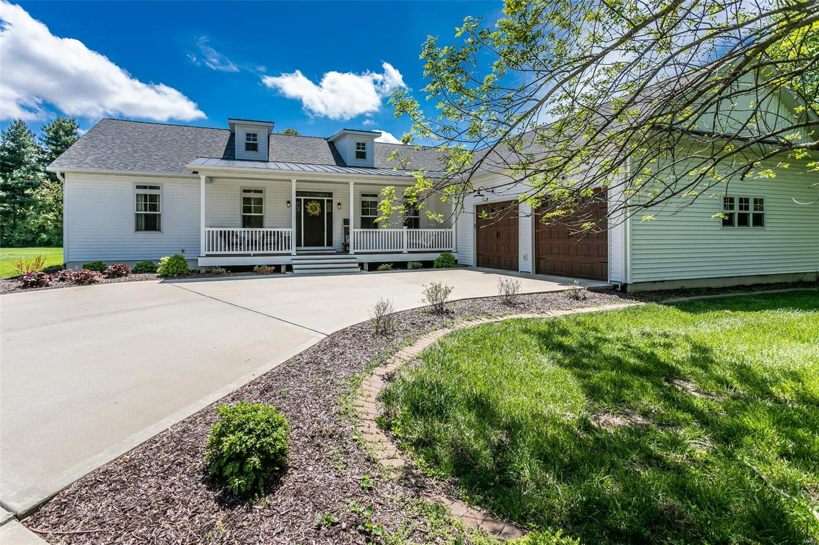 938 Longhi Dr. Property Photo - Troy, IL real estate listing