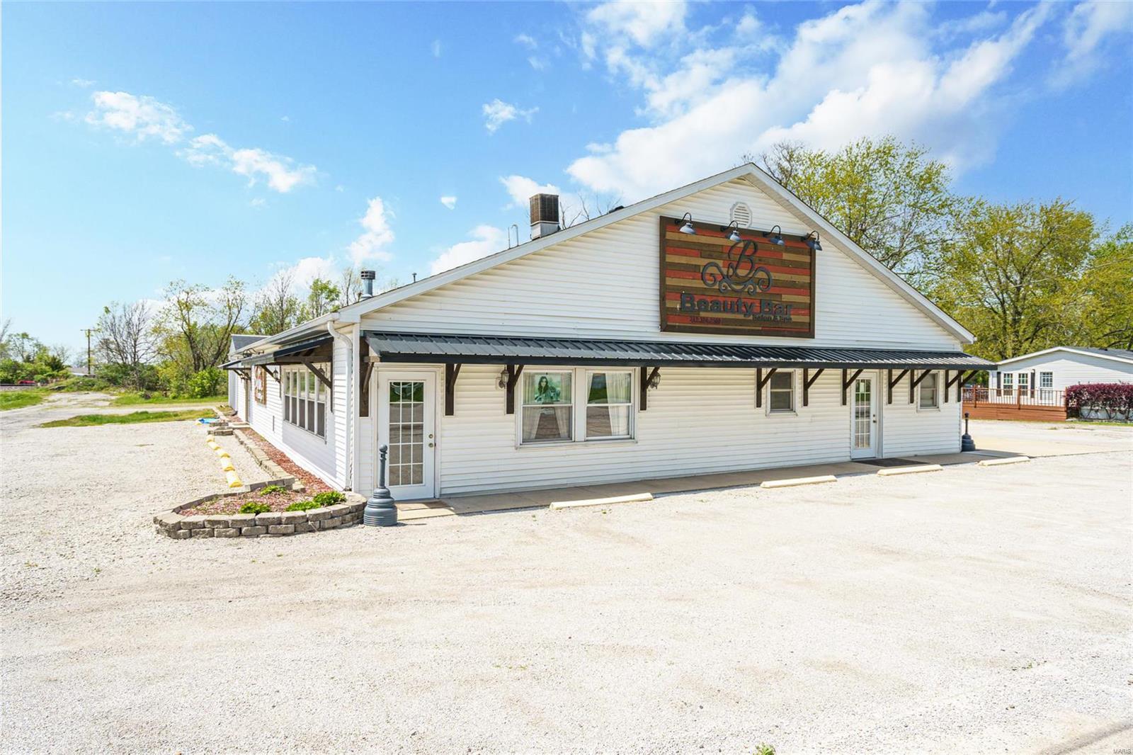 403 W Corwin Street Property Photo - Litchfield, IL real estate listing