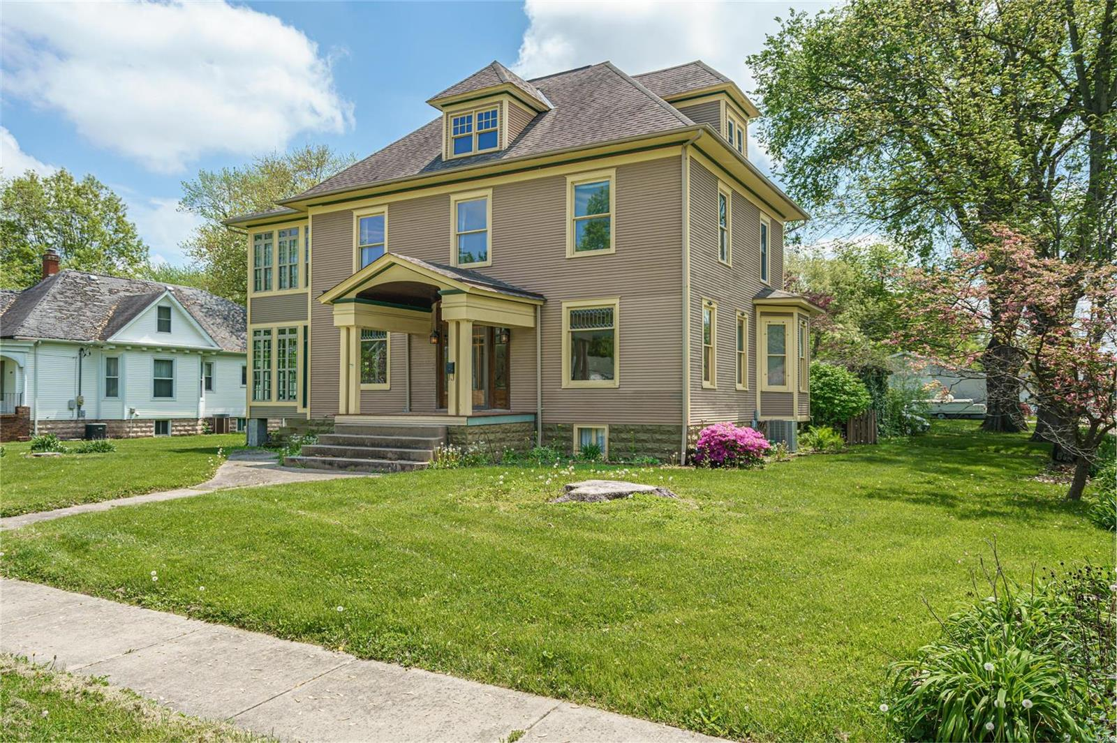 206 E Pennsylvania Property Photo - Staunton, IL real estate listing