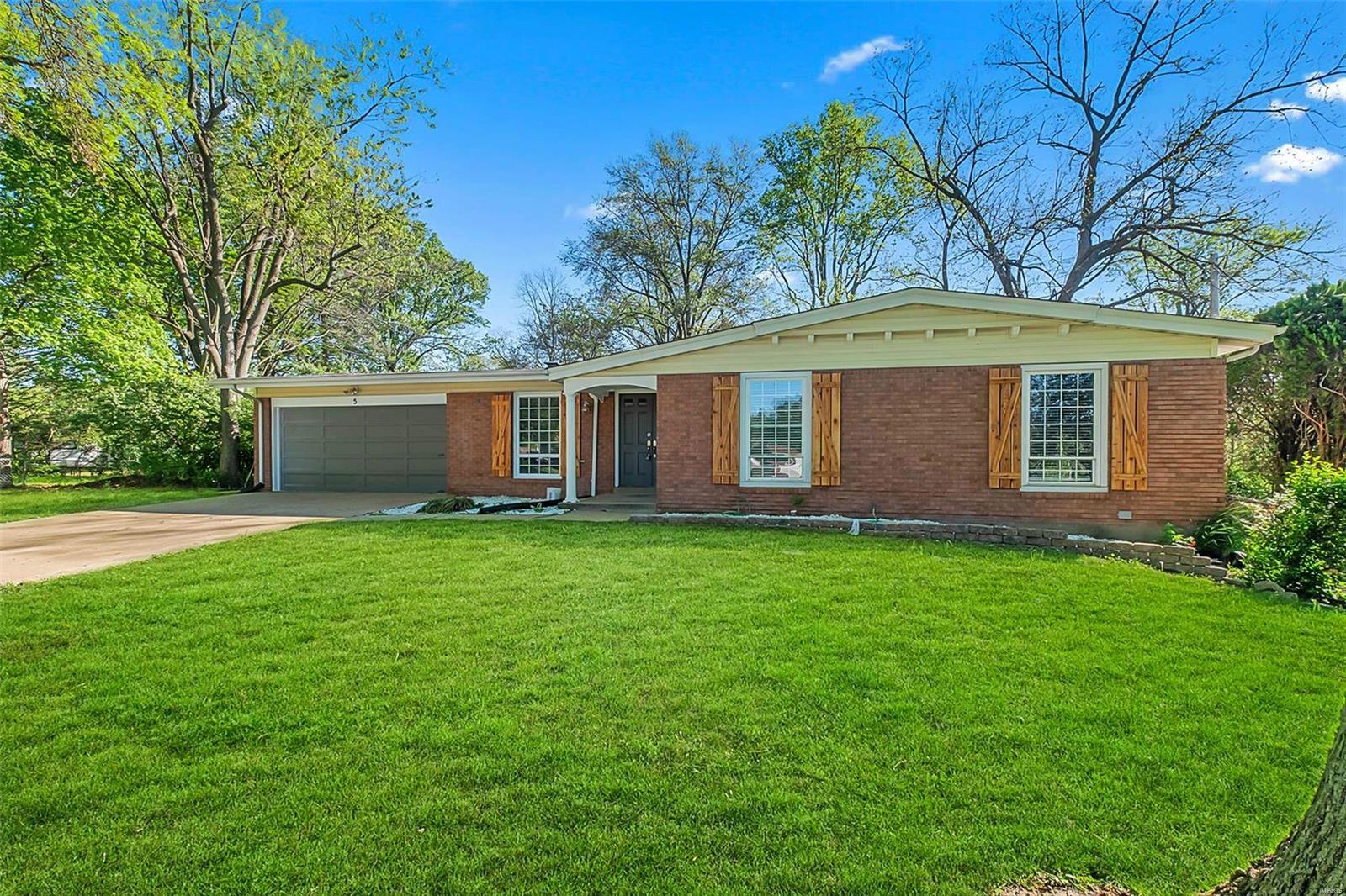 5 Roan Circle Property Photo - Florissant, MO real estate listing