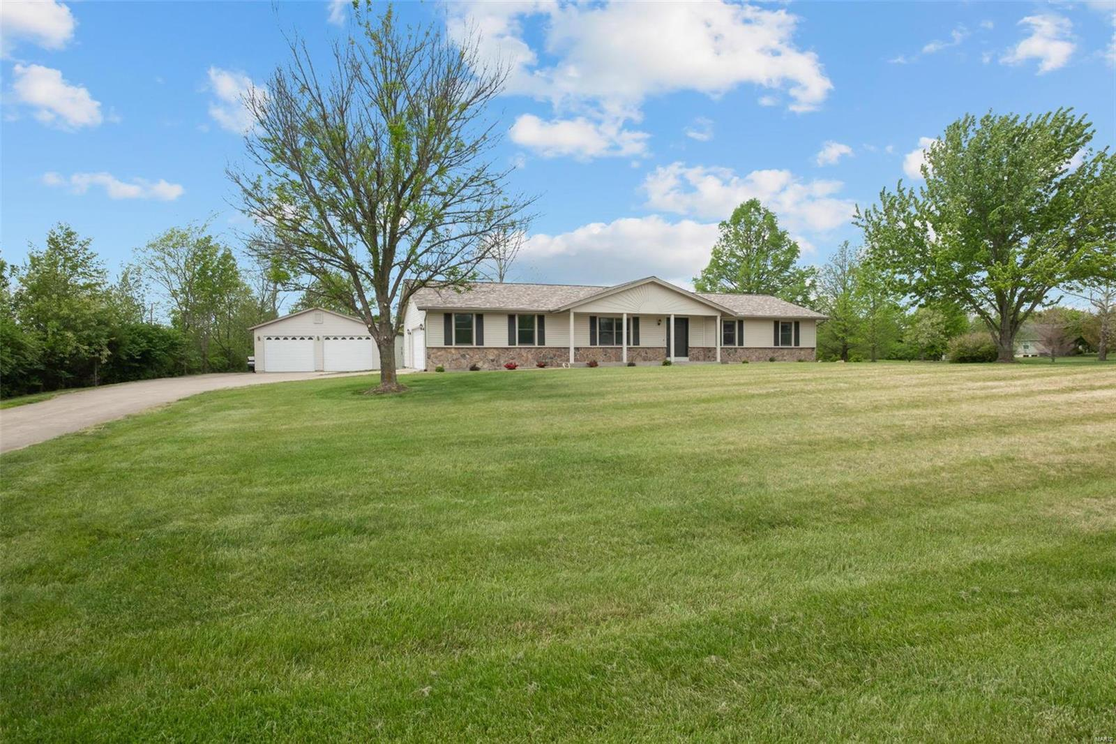 1161 Jade Drive Property Photo - Moscow Mills, MO real estate listing