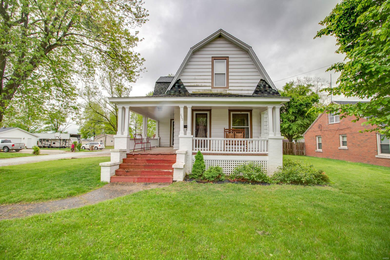 423 E Center Street Property Photo - Girard, IL real estate listing