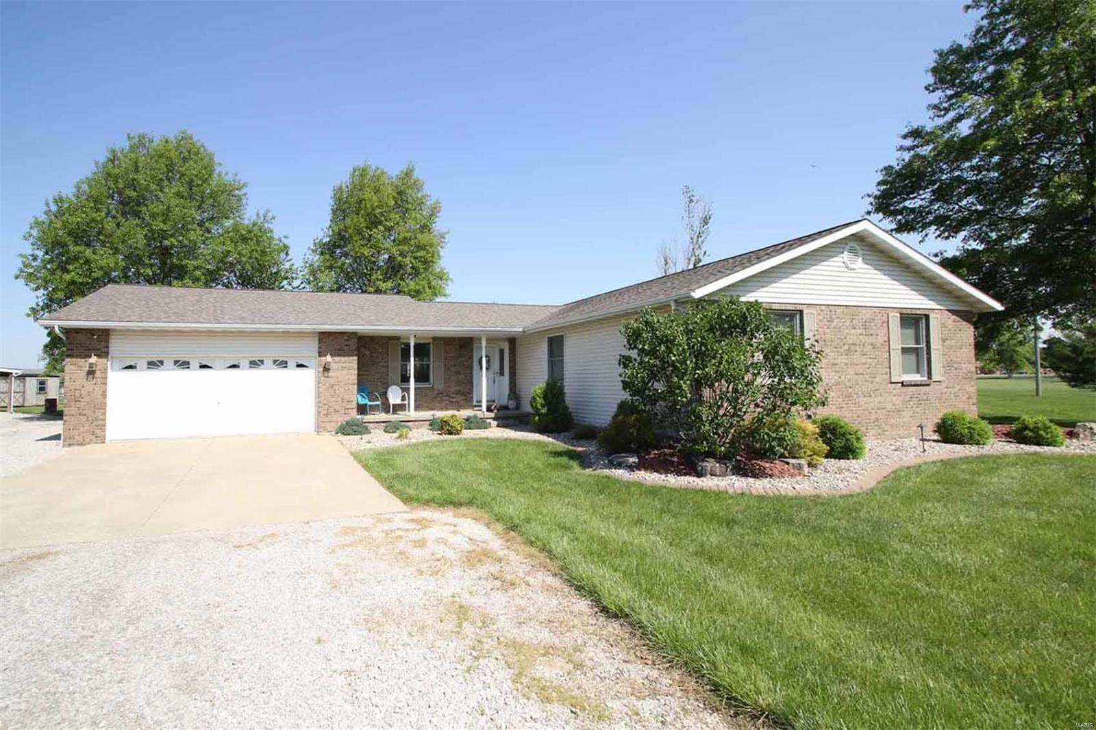12801 Sarah Drive Property Photo - Highland, IL real estate listing