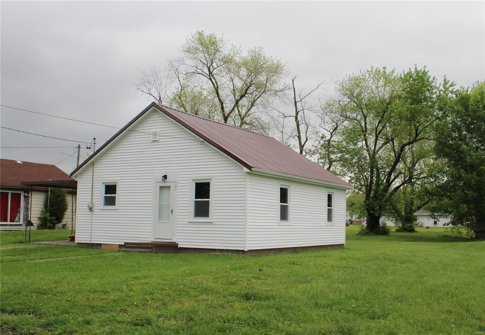 101 N Hasle Street Property Photo - Sparta, IL real estate listing