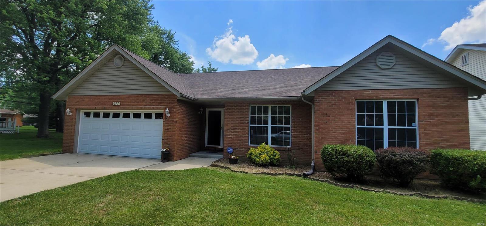 217 Sheffield Drive Property Photo - Belleville, IL real estate listing