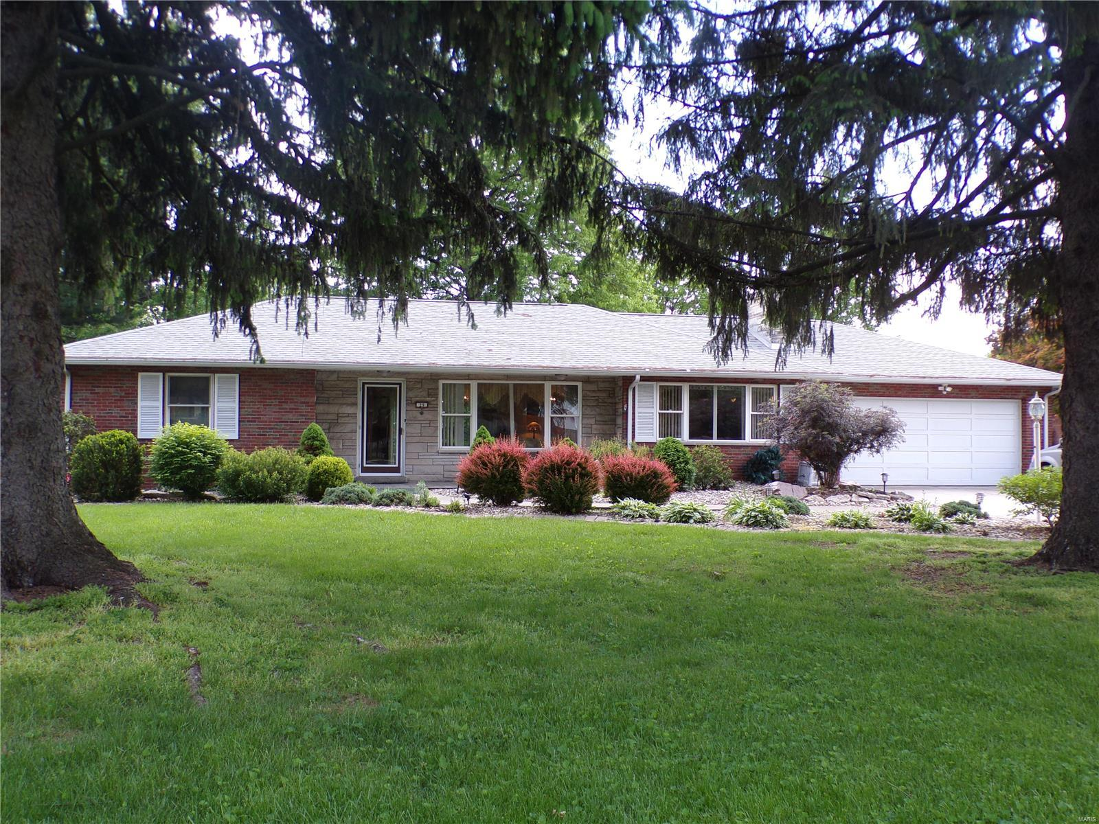 29 Oaklawn Drive Property Photo - Granite City, IL real estate listing